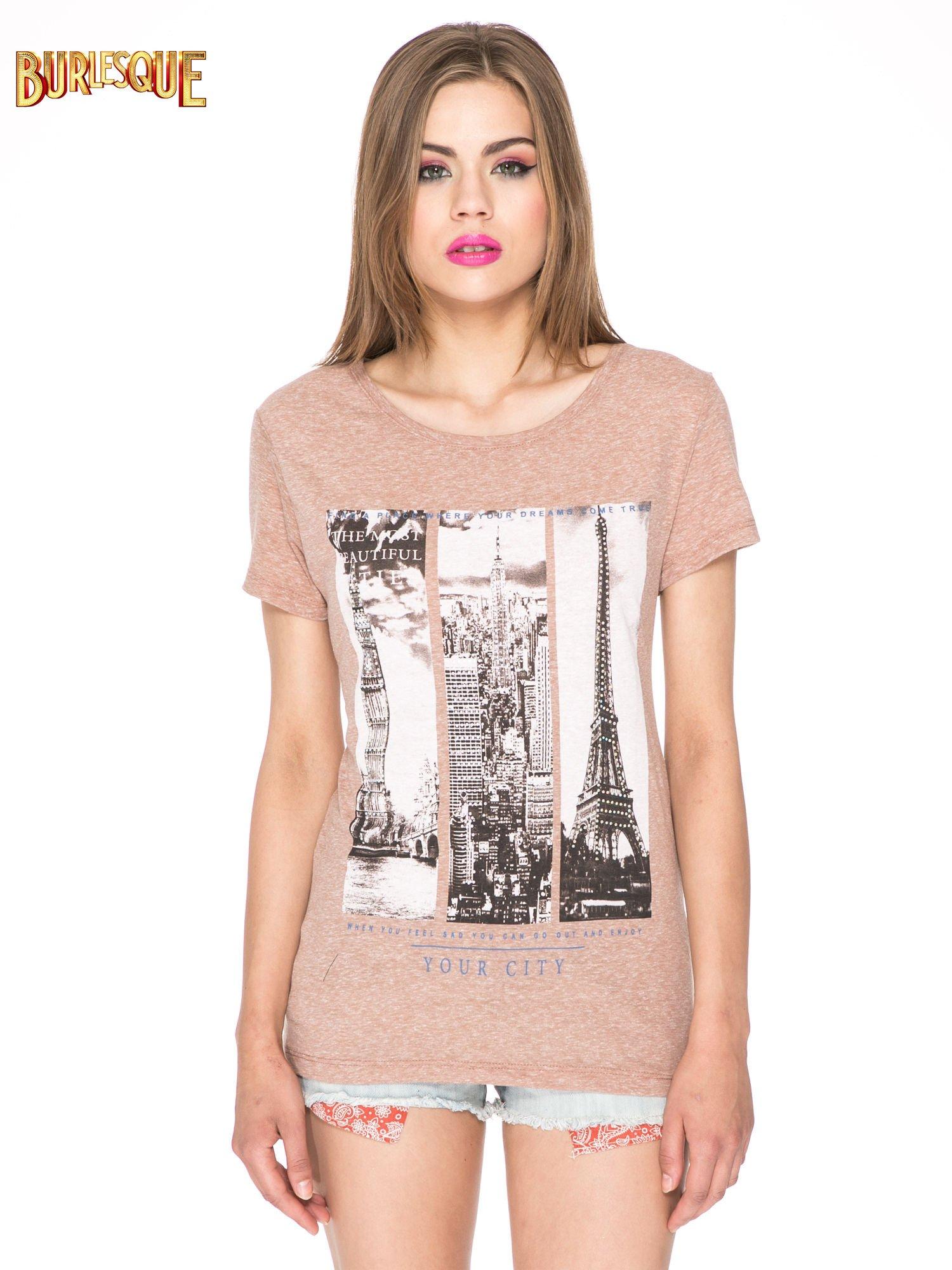 Jasnobordowy t-shirt z fotografiami miast                                  zdj.                                  12