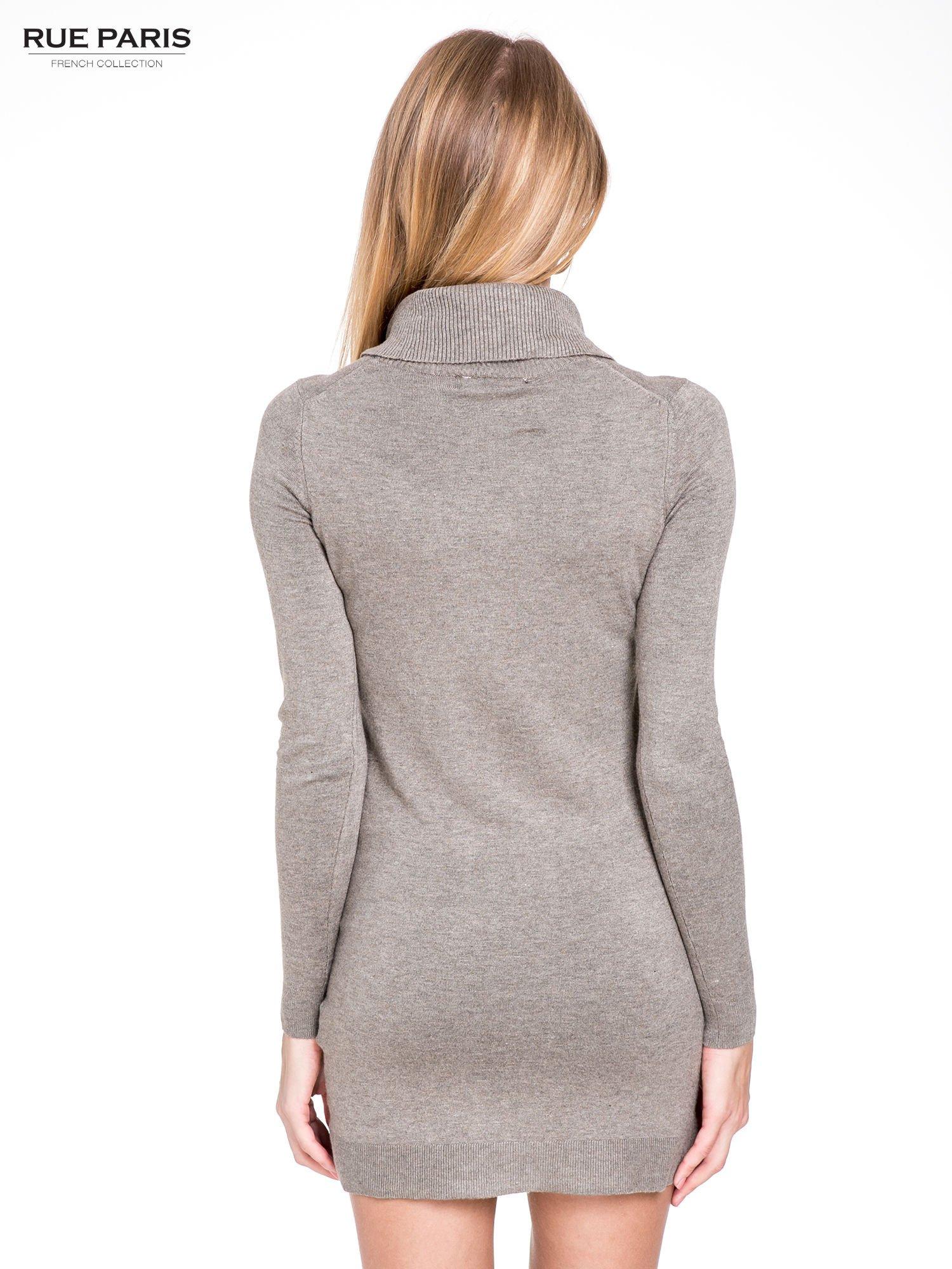 Jasnobrązowa swetrowa sukienka z golfem                                  zdj.                                  4