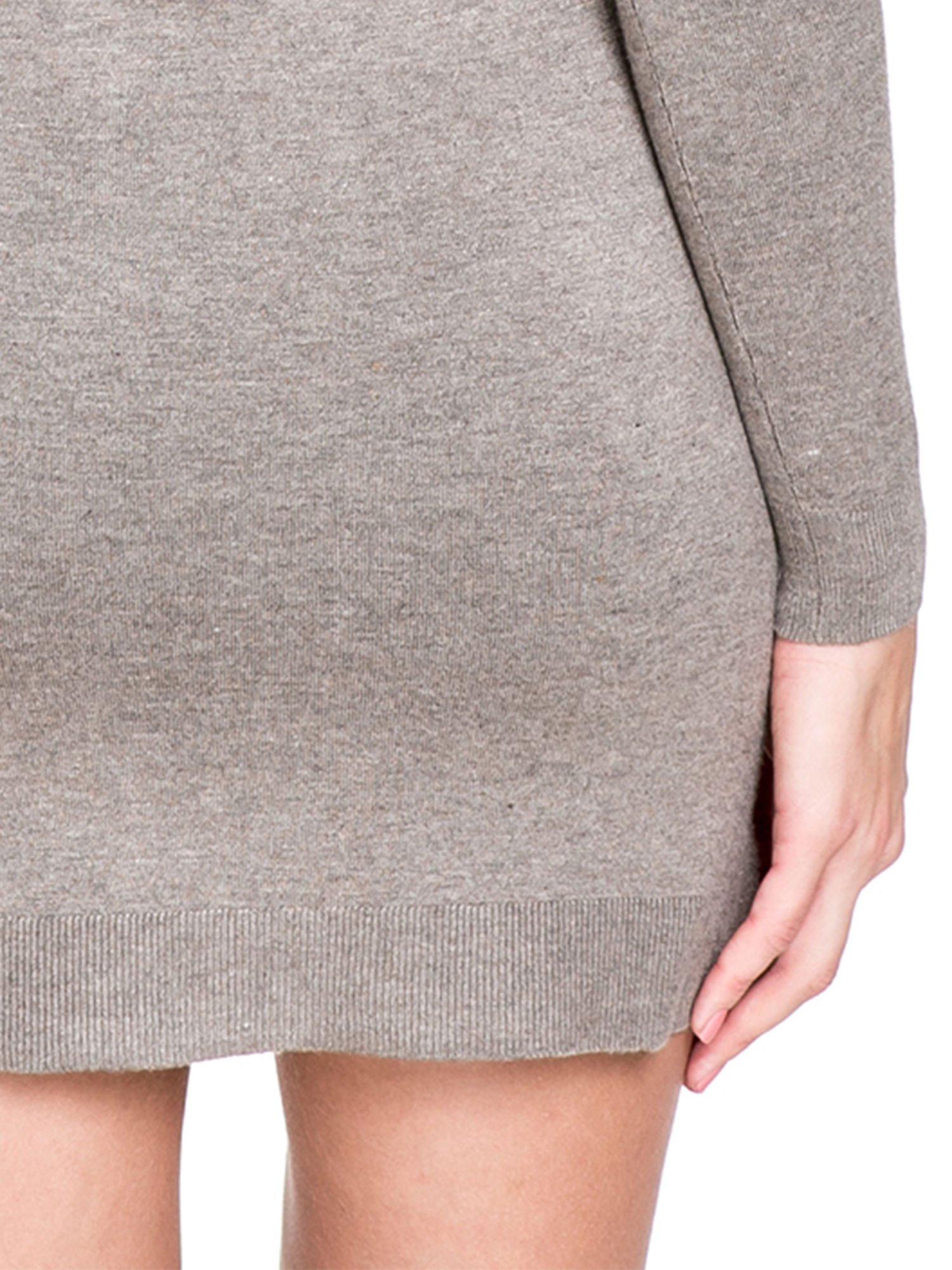 Jasnobrązowa swetrowa sukienka z golfem                                  zdj.                                  8