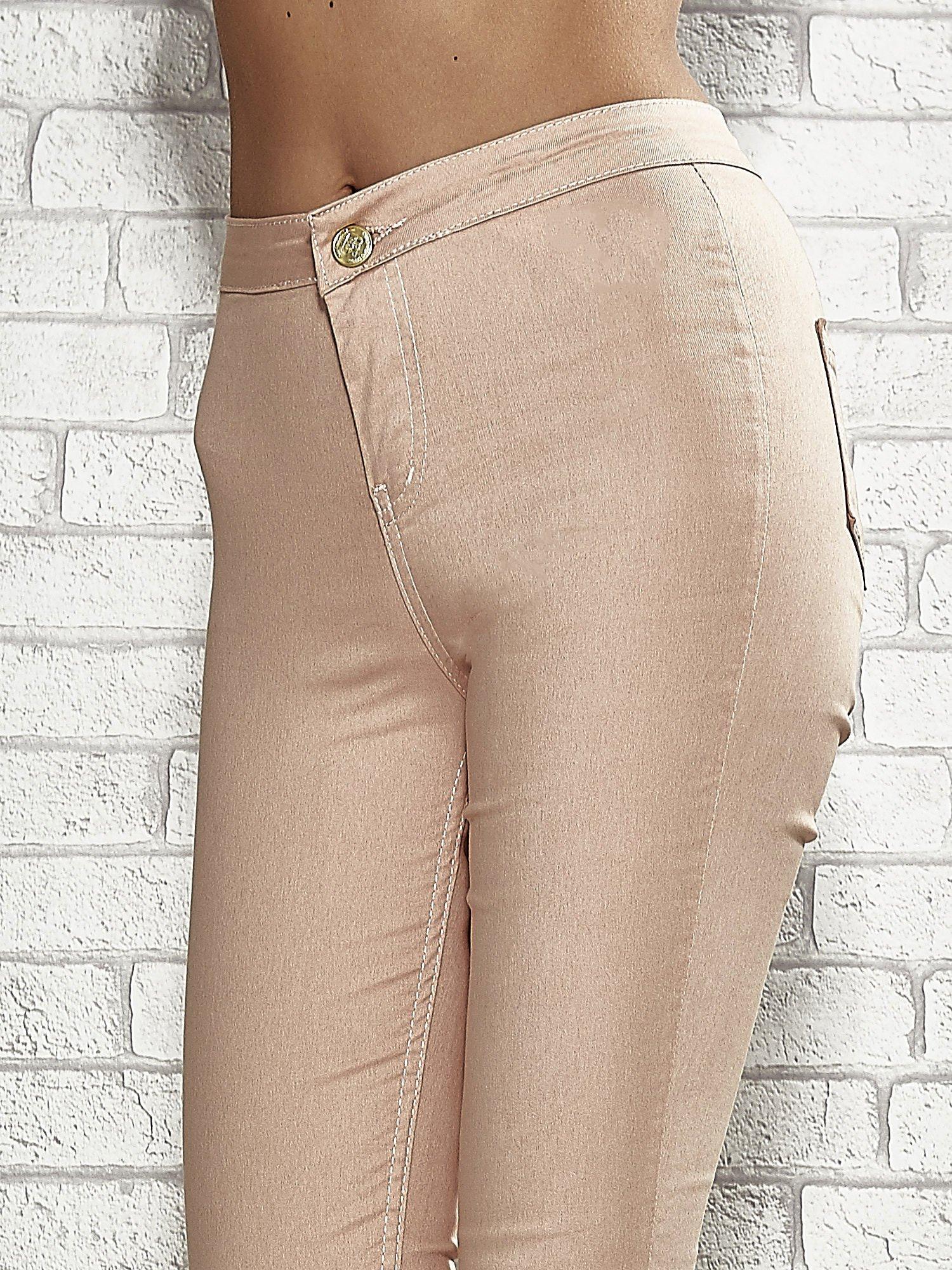 Jasnobrązowe spodnie rurki skinny                                  zdj.                                  5