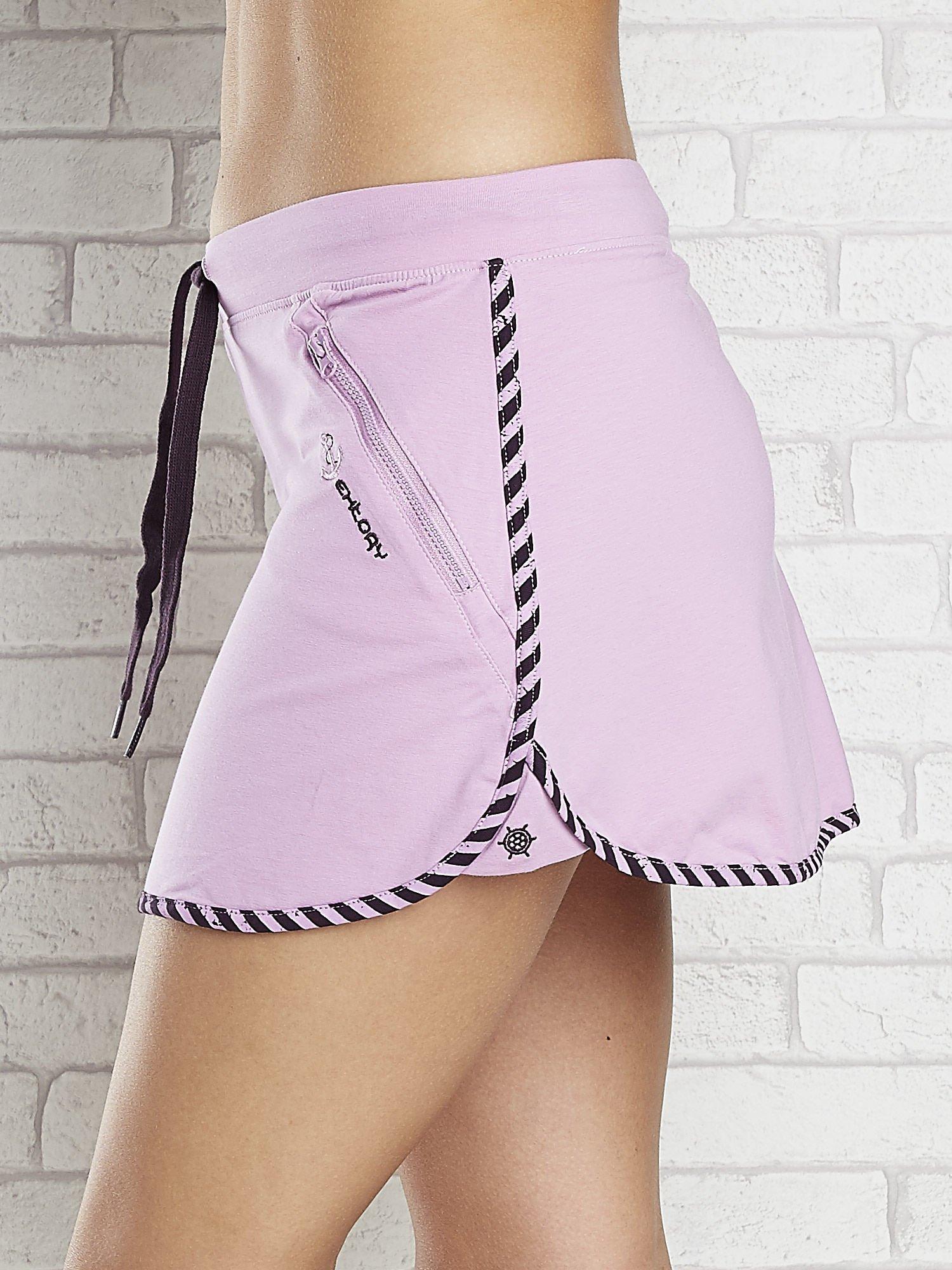 Jasnofioletowa spódnica dresowa z kieszonką na suwak                                  zdj.                                  5