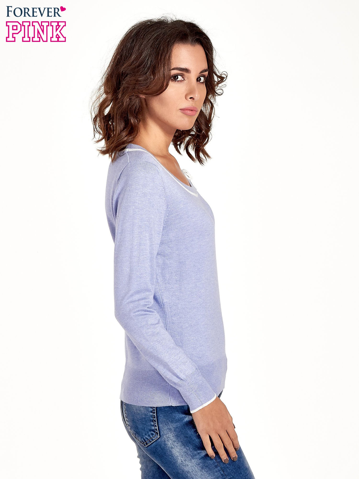 Jasnofioletowy sweterek z kokardką przy dekolcie                                  zdj.                                  3