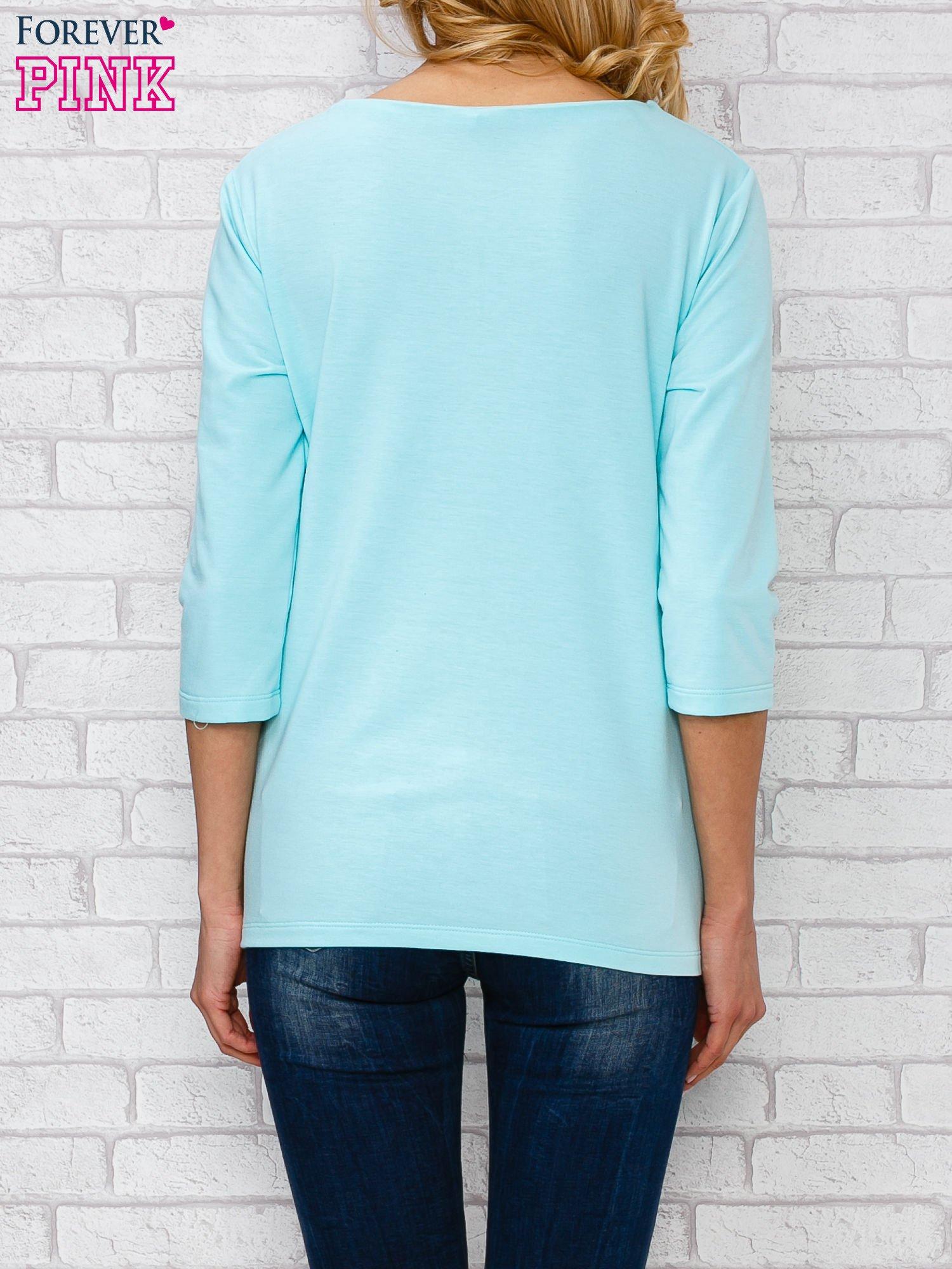 Jasnoniebieska bluzka ze sznurowanym dekoltem                                  zdj.                                  4