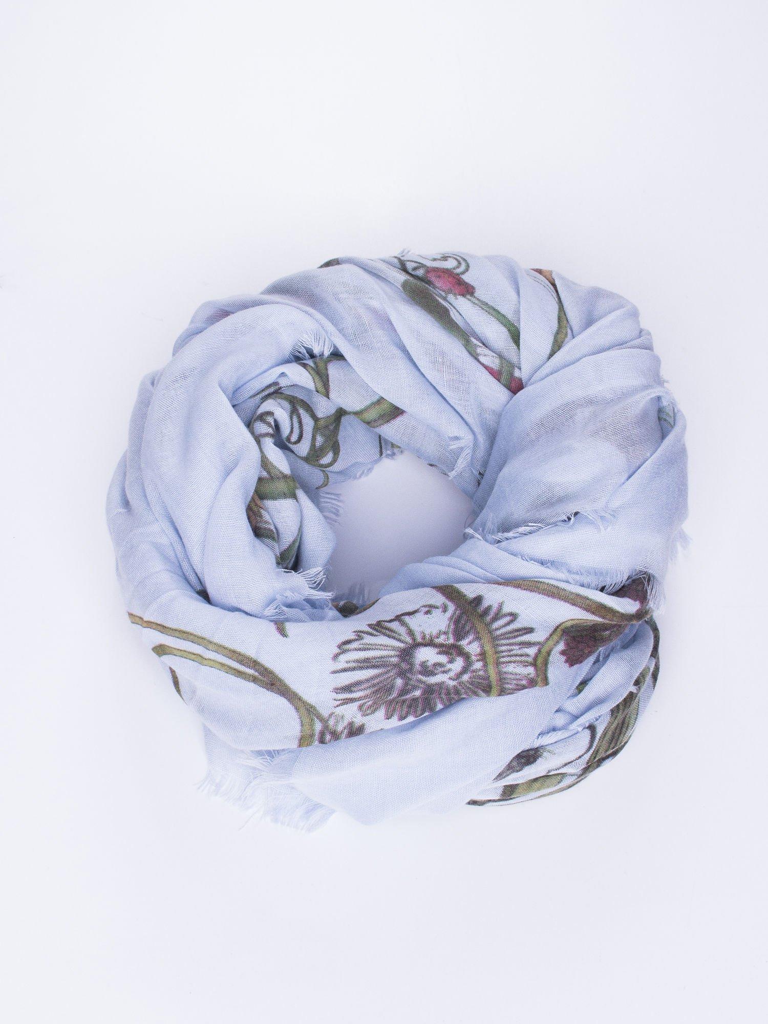 Jasnoniebieska chusta damska w roślinny ornament                                  zdj.                                  1