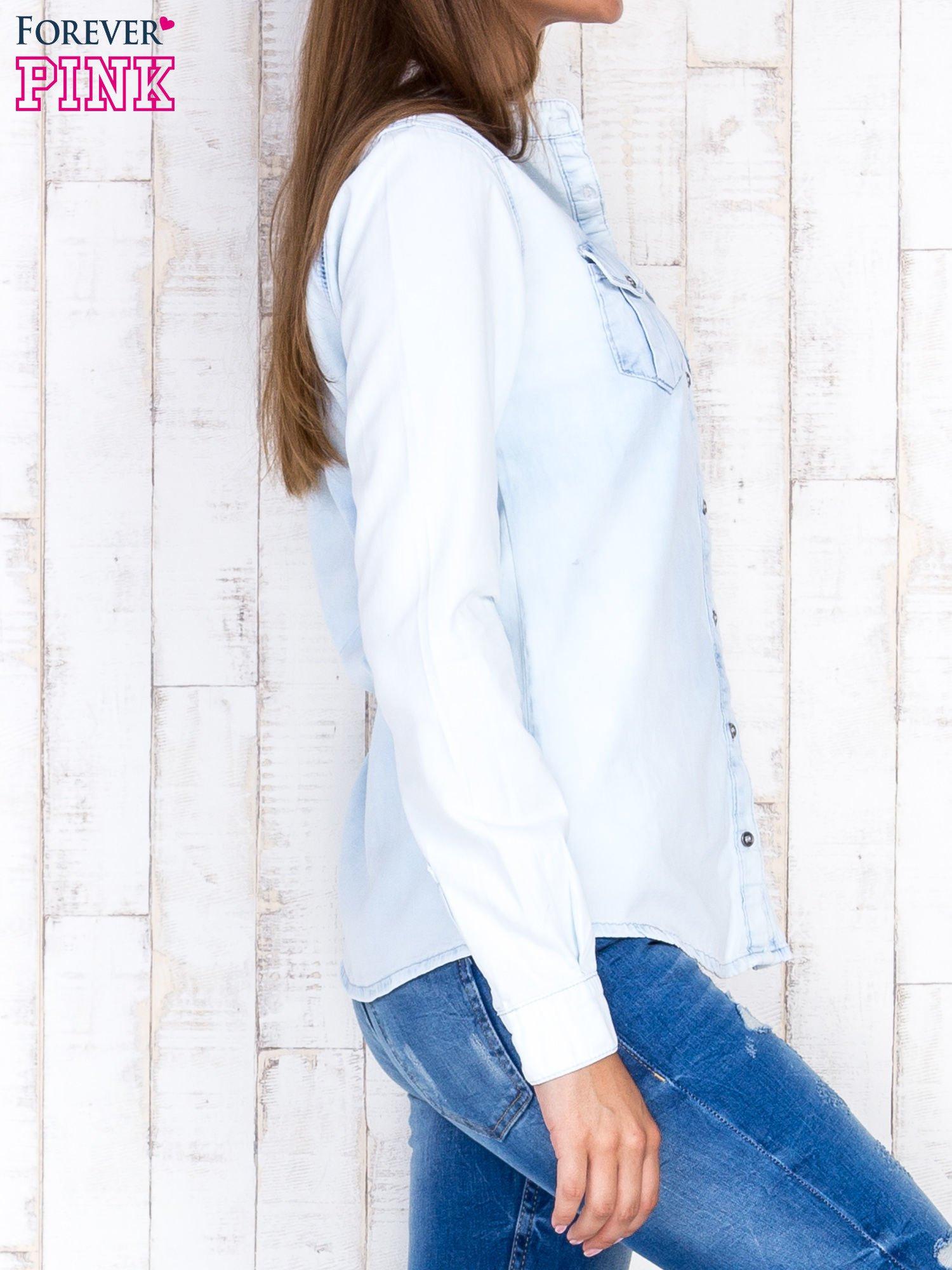 Jasnoniebieska damska koszula z jeansu                                  zdj.                                  3