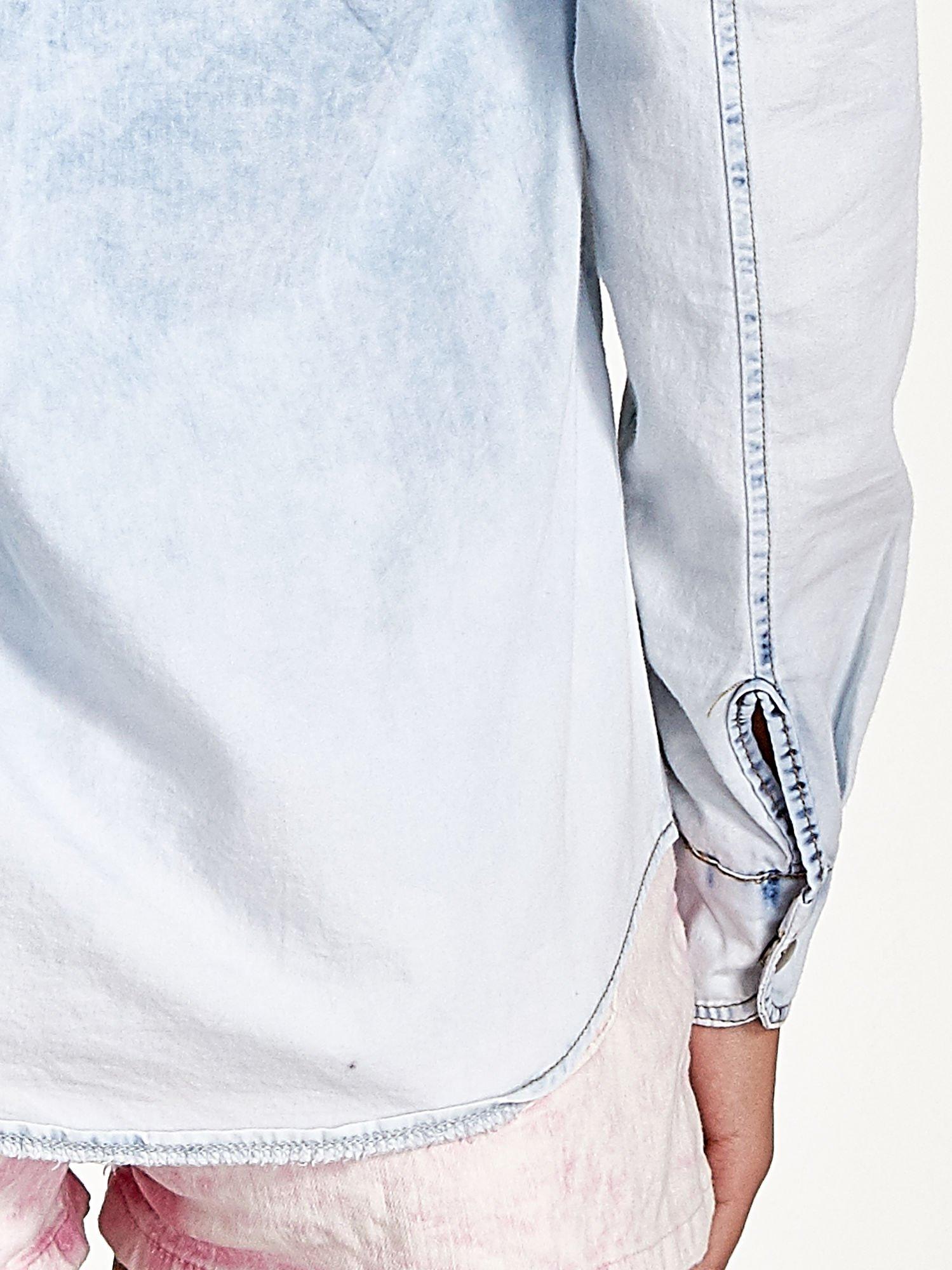 Jasnoniebieska jeansowa koszula z naszywkami                                  zdj.                                  6
