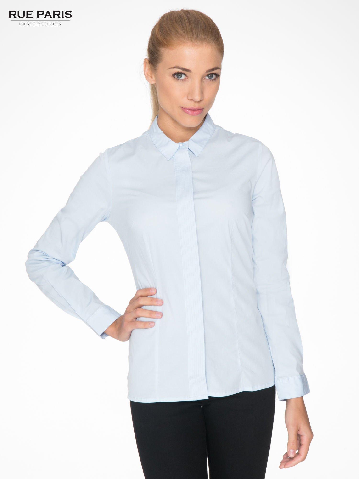 Jasnoniebieska koszula damska z ozdobną listwą                                  zdj.                                  1
