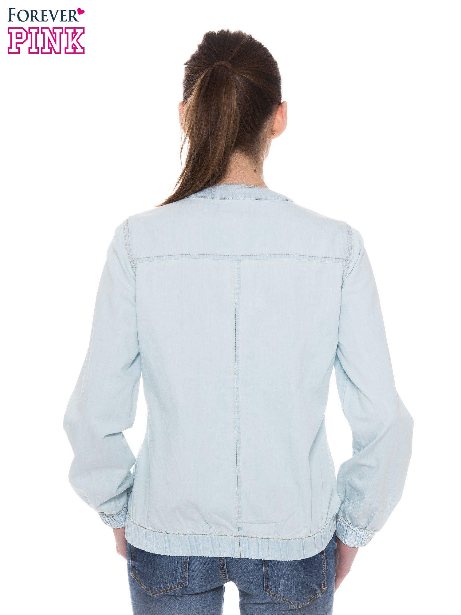 Jasnoniebieska kurtka jeansowa typu bomber jacket                                  zdj.                                  4