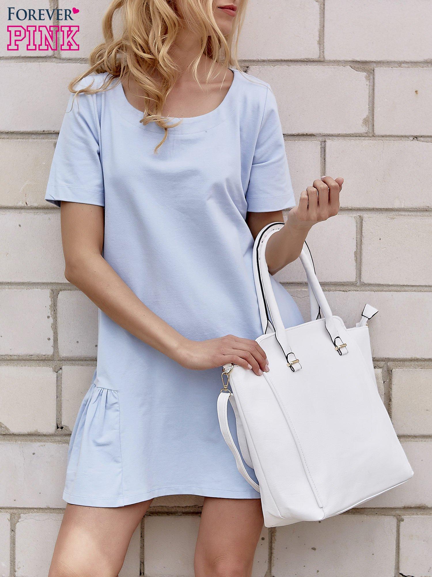 Jasnoniebieska sukienka dresowa z falbanami z boku                                  zdj.                                  1