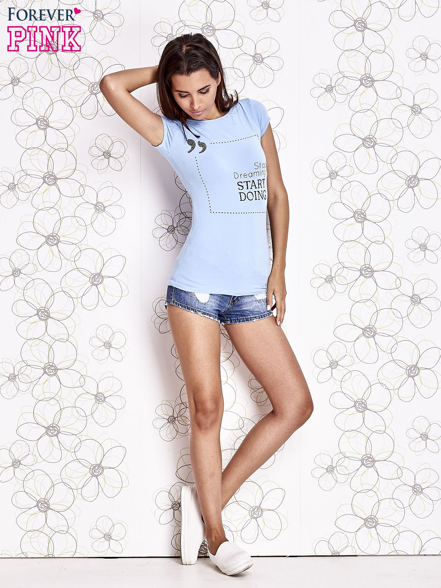 Jasnoniebieski t-shirt z napisem STOP DREAMING START DOING                                  zdj.                                  2