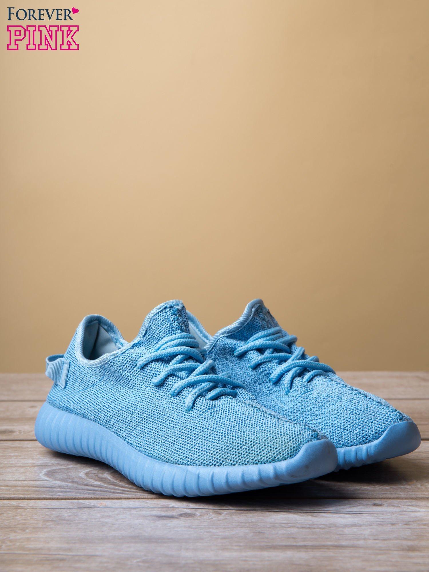 Jasnoniebieskie buty sportowe z tkaniny textile Be Active z uchwytem z tyłu                                  zdj.                                  3