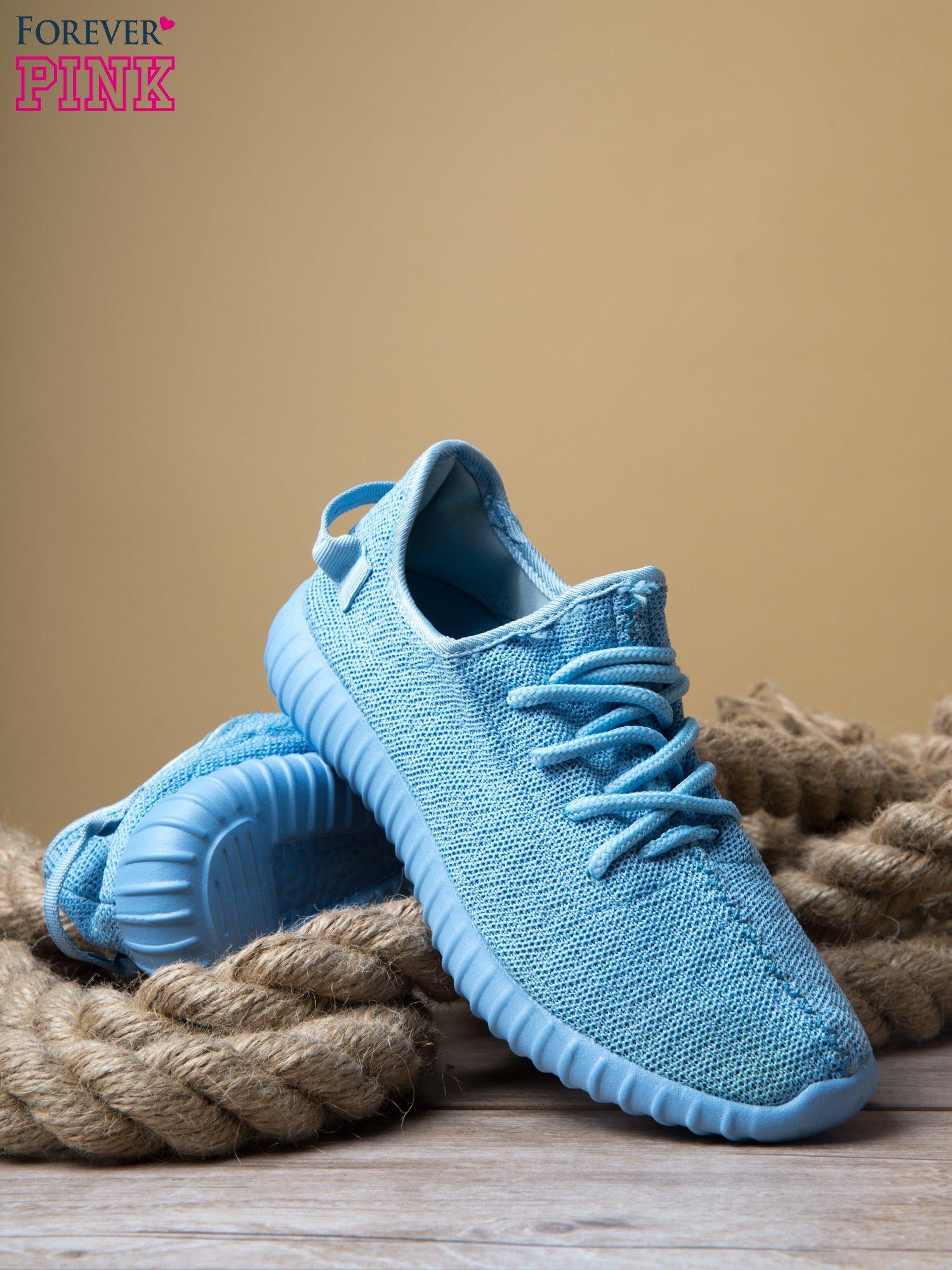 Jasnoniebieskie buty sportowe z tkaniny textile Be Active z uchwytem z tyłu                                  zdj.                                  4