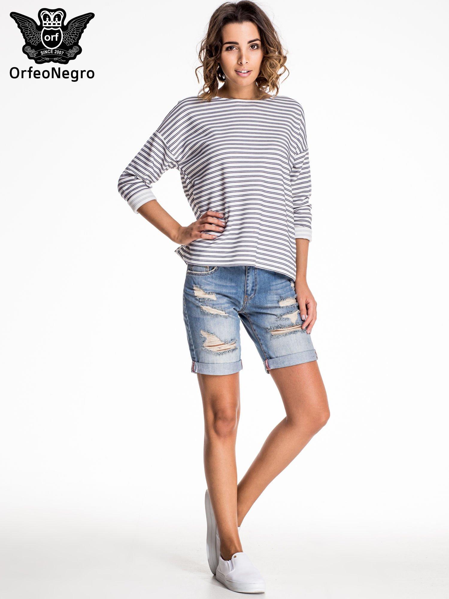 Jasnoniebieskie jeansowe szorty z podwijaną nogawką                                  zdj.                                  3