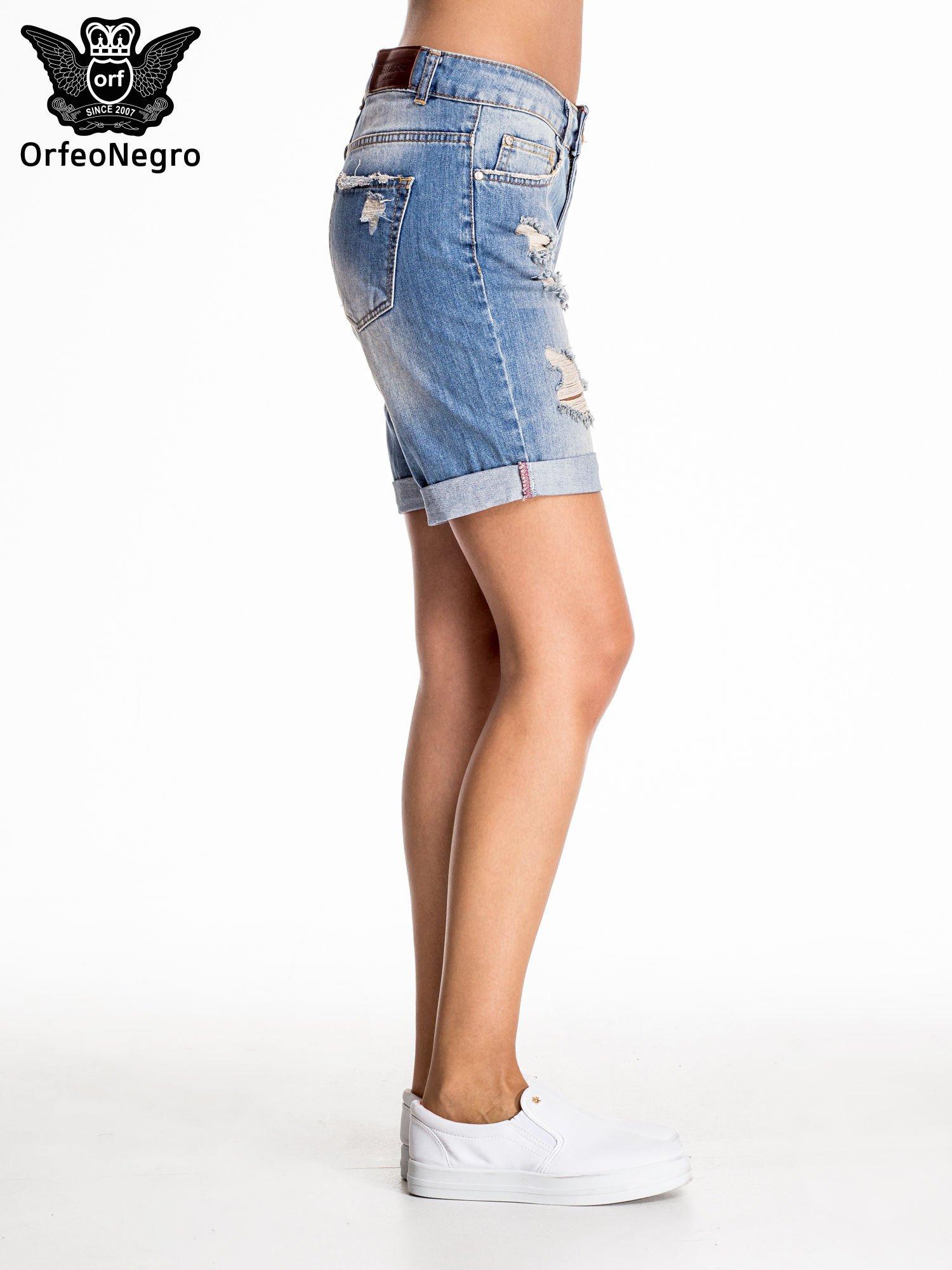 Jasnoniebieskie jeansowe szorty z podwijaną nogawką                                  zdj.                                  6