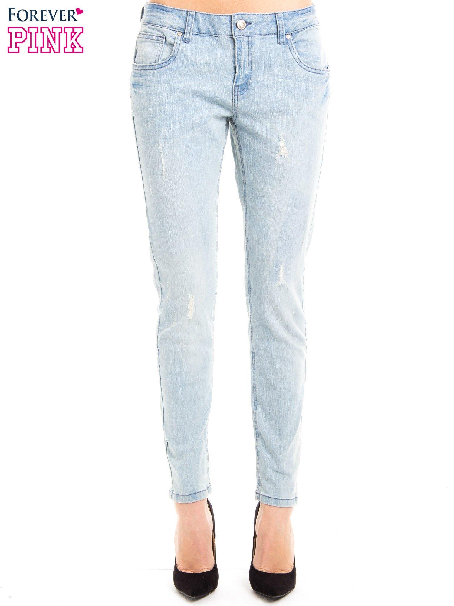 Jasnoniebieskie jeansy rurki z przetarciami                                  zdj.                                  2