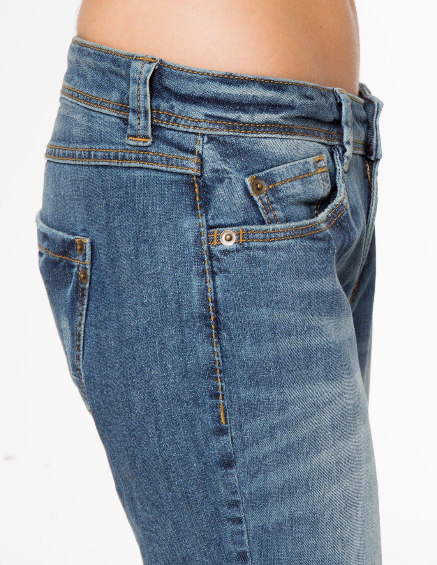 Jasnoniebieskie spodnie jeansowe typu rurki z cieniowaniem                                  zdj.                                  6