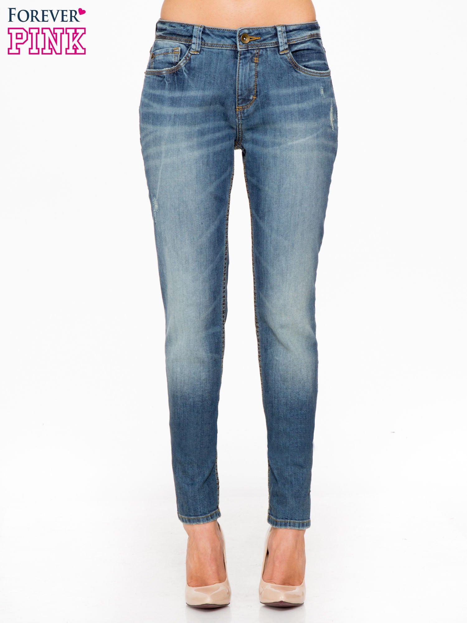 Jasnoniebieskie spodnie jeansowe typu rurki z cieniowaniem                                  zdj.                                  1