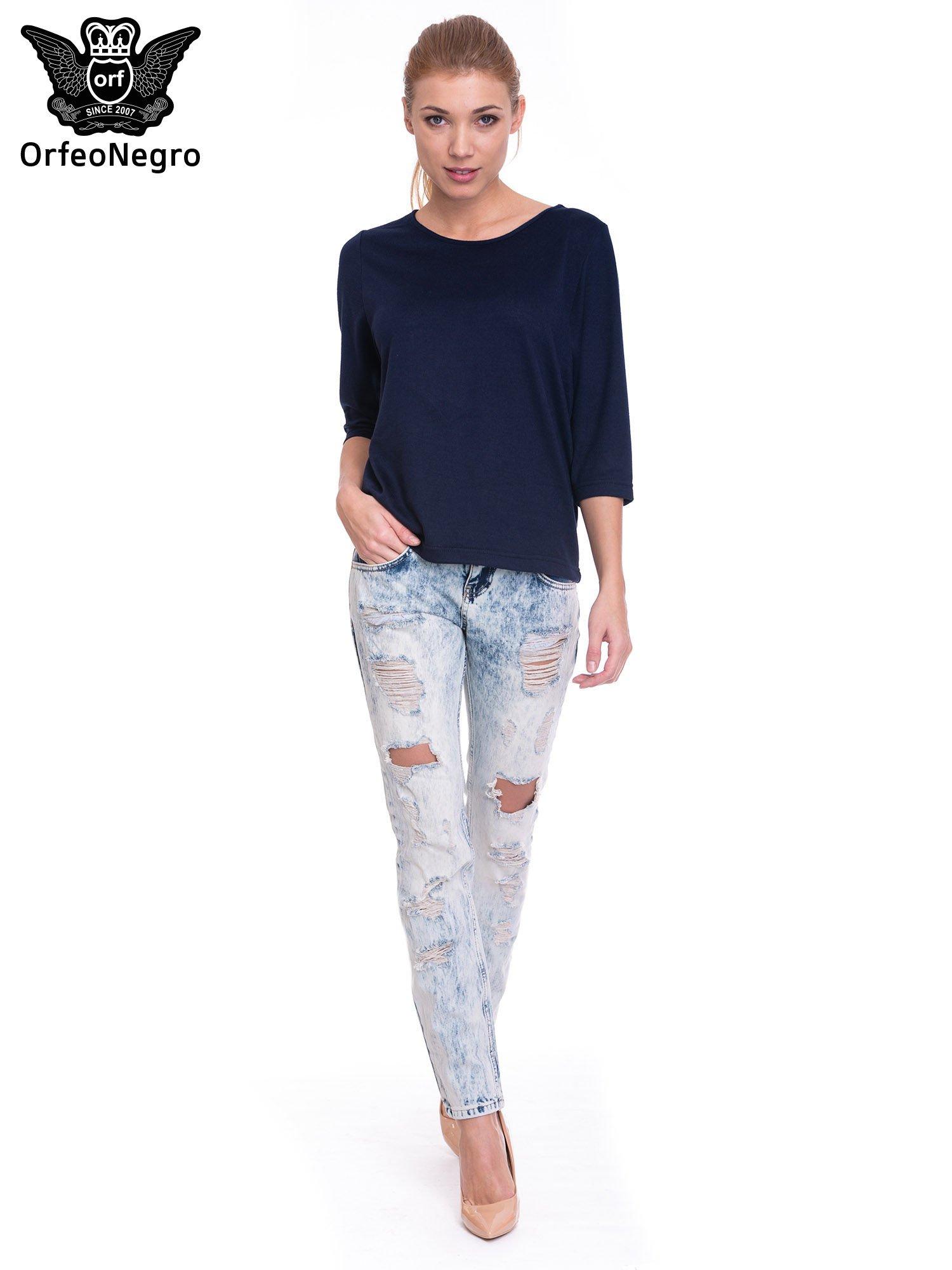 Jasnoniebieskie spodnie jeansowe z dziurami                                  zdj.                                  2