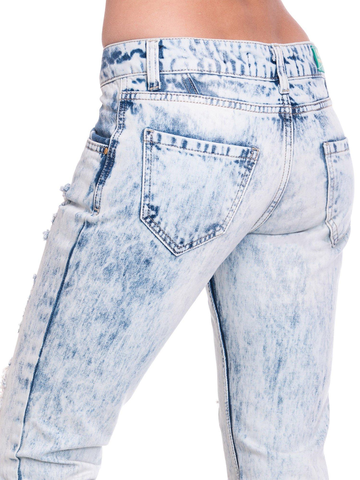 Jasnoniebieskie spodnie jeansowe z dziurami                                  zdj.                                  7