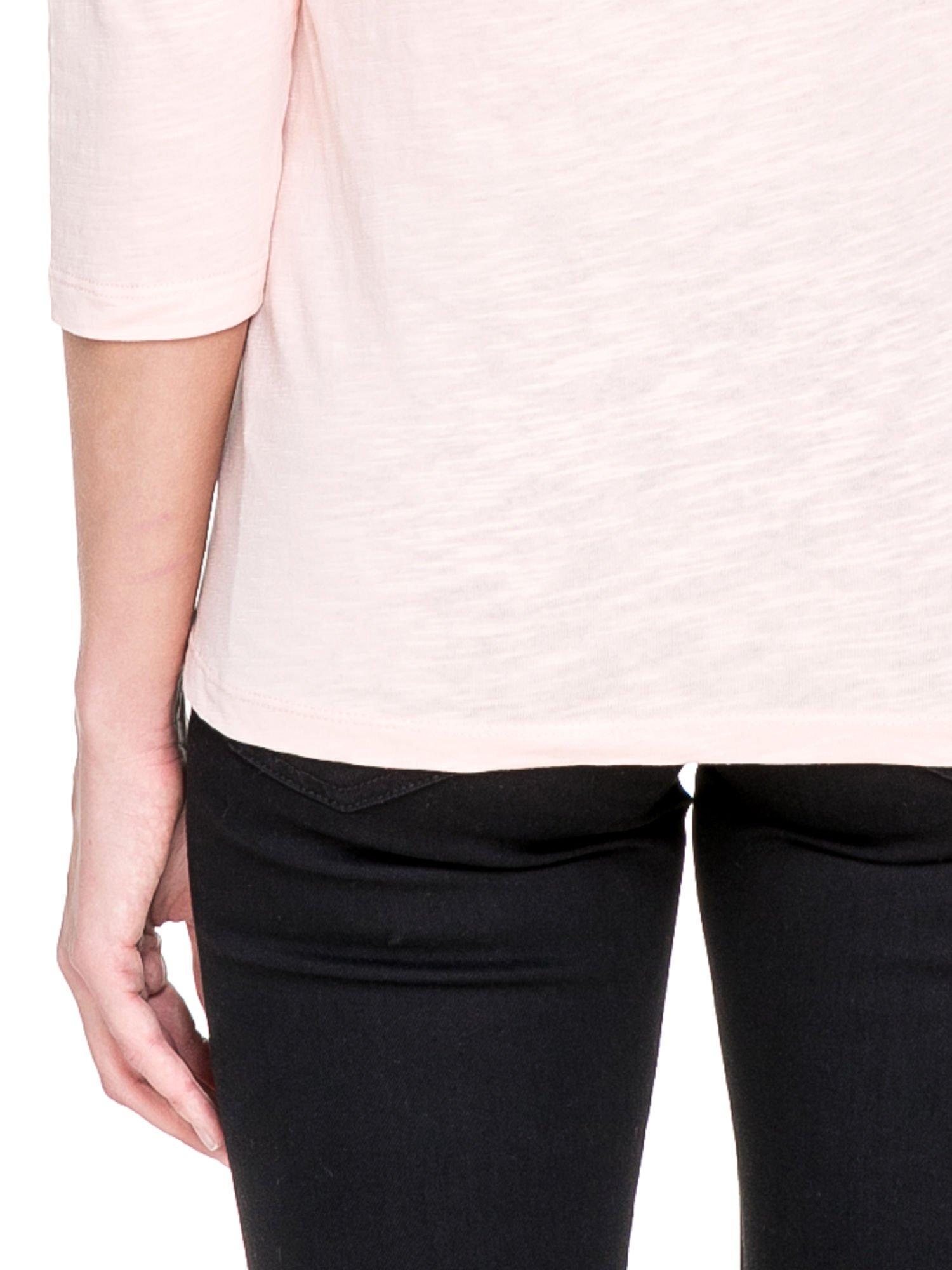 Jasnoróżowa bluzka z koronkowym przodem                                  zdj.                                  6