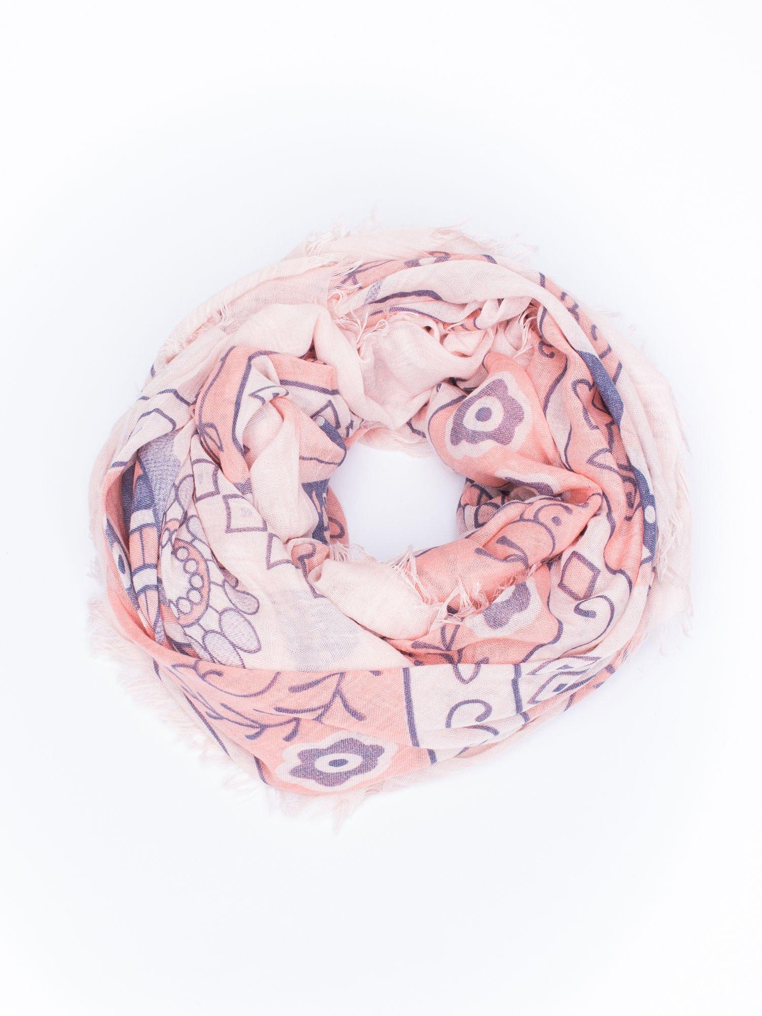 Jasnoróżowa chusta z dekoracyjnym ornamentem                                  zdj.                                  2