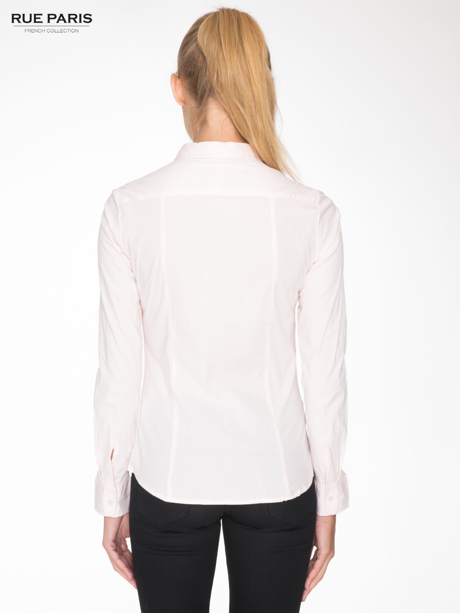 Jasnoróżowa elegancka koszula damska z krytą listwą                                  zdj.                                  4