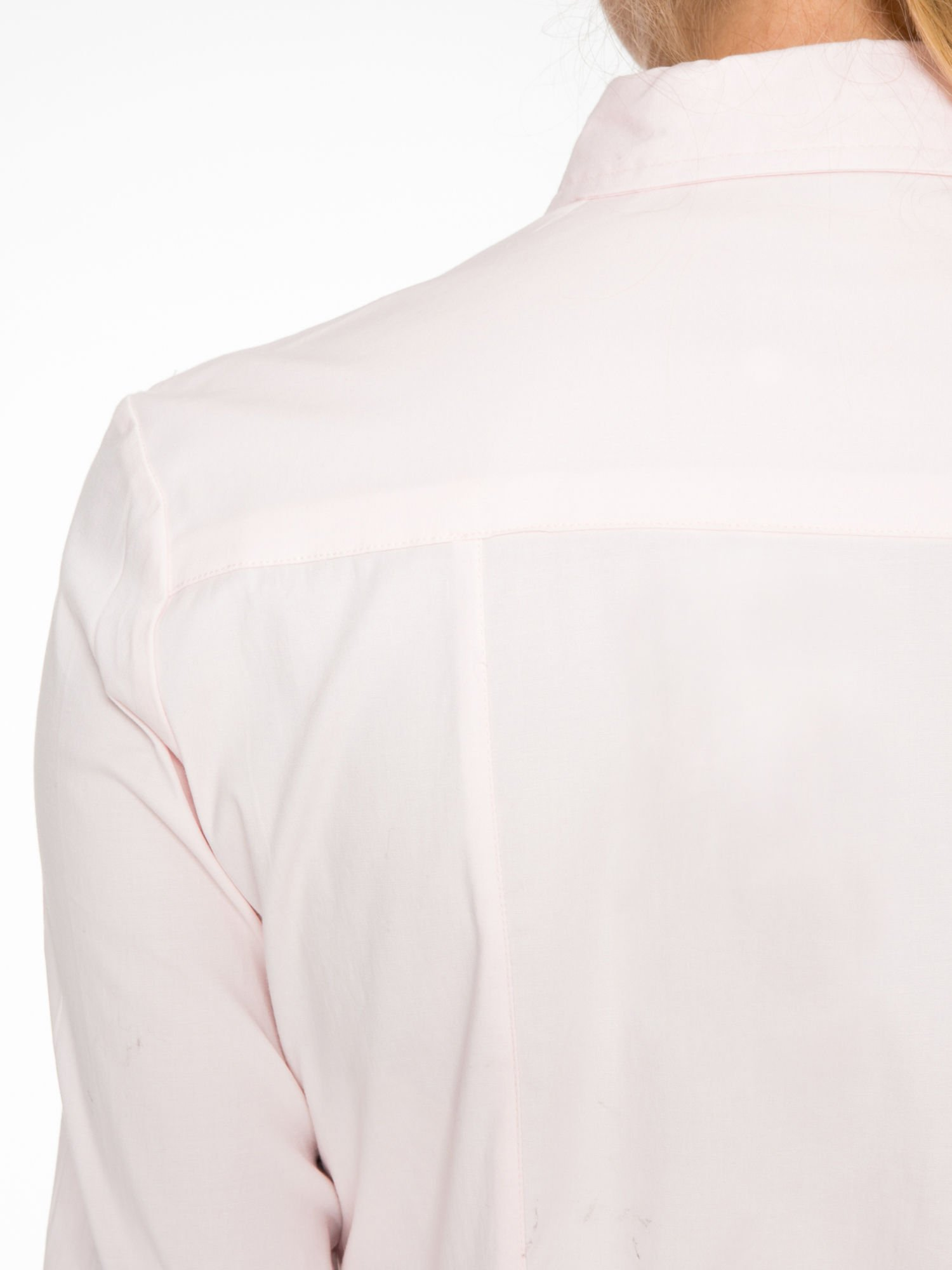 Jasnoróżowa elegancka koszula damska z marszczonym przodem                                  zdj.                                  8