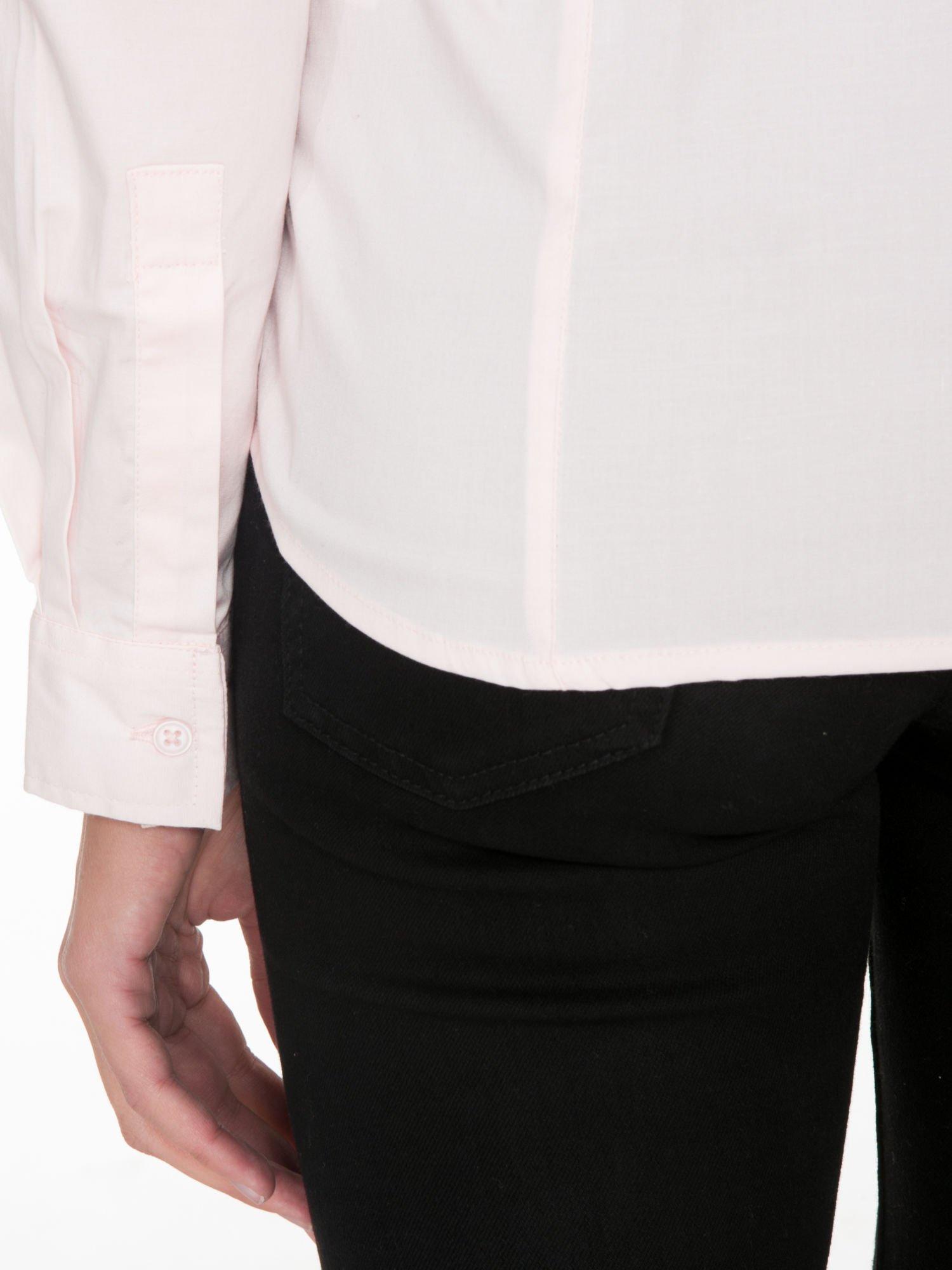 Jasnoróżowa elegancka koszula damska z marszczonym przodem                                  zdj.                                  9