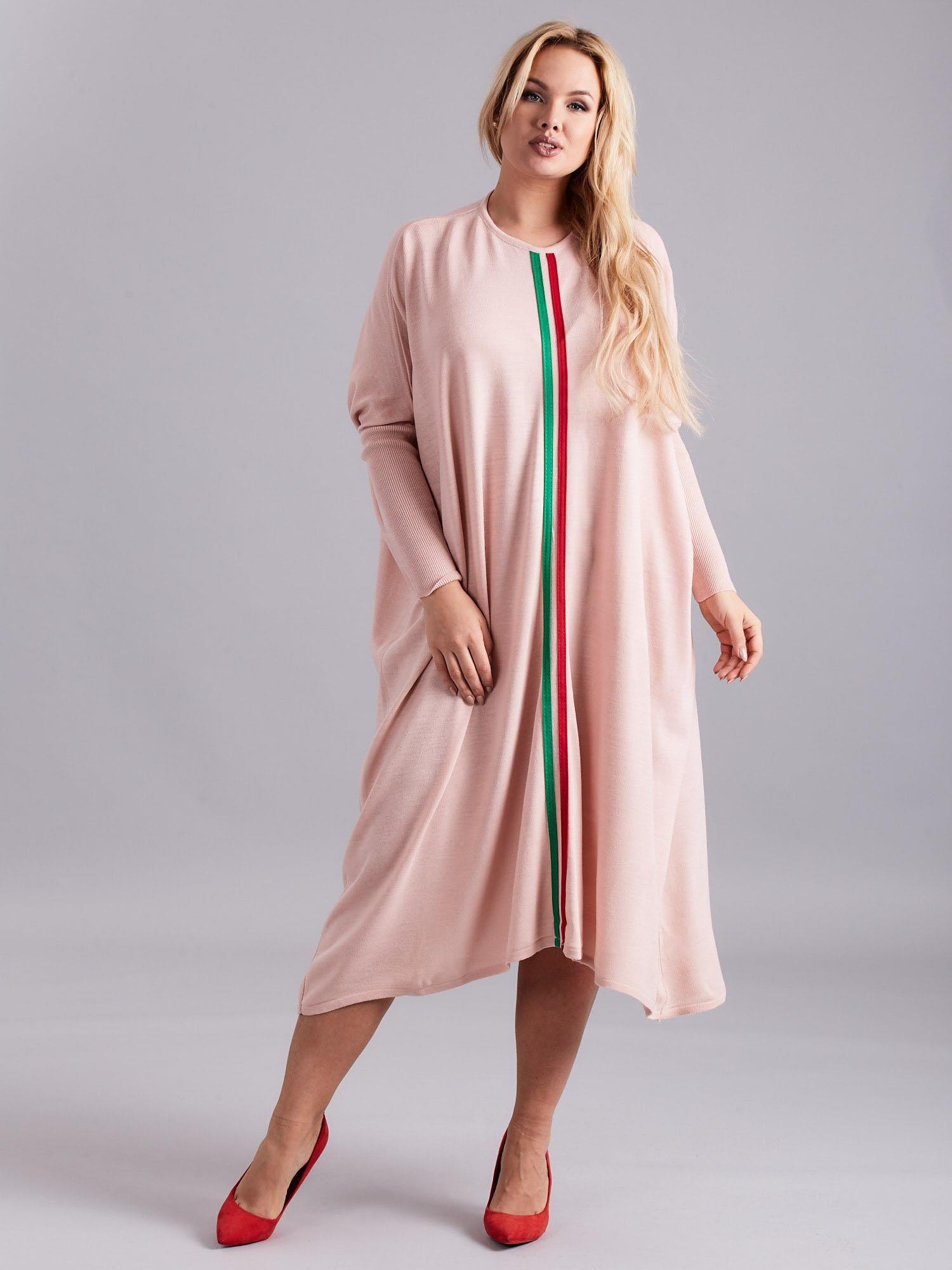3df25aa74d Jasnoróżowa luźna sukienka dzianinowa PLUS SIZE - Sukienka plus size ...