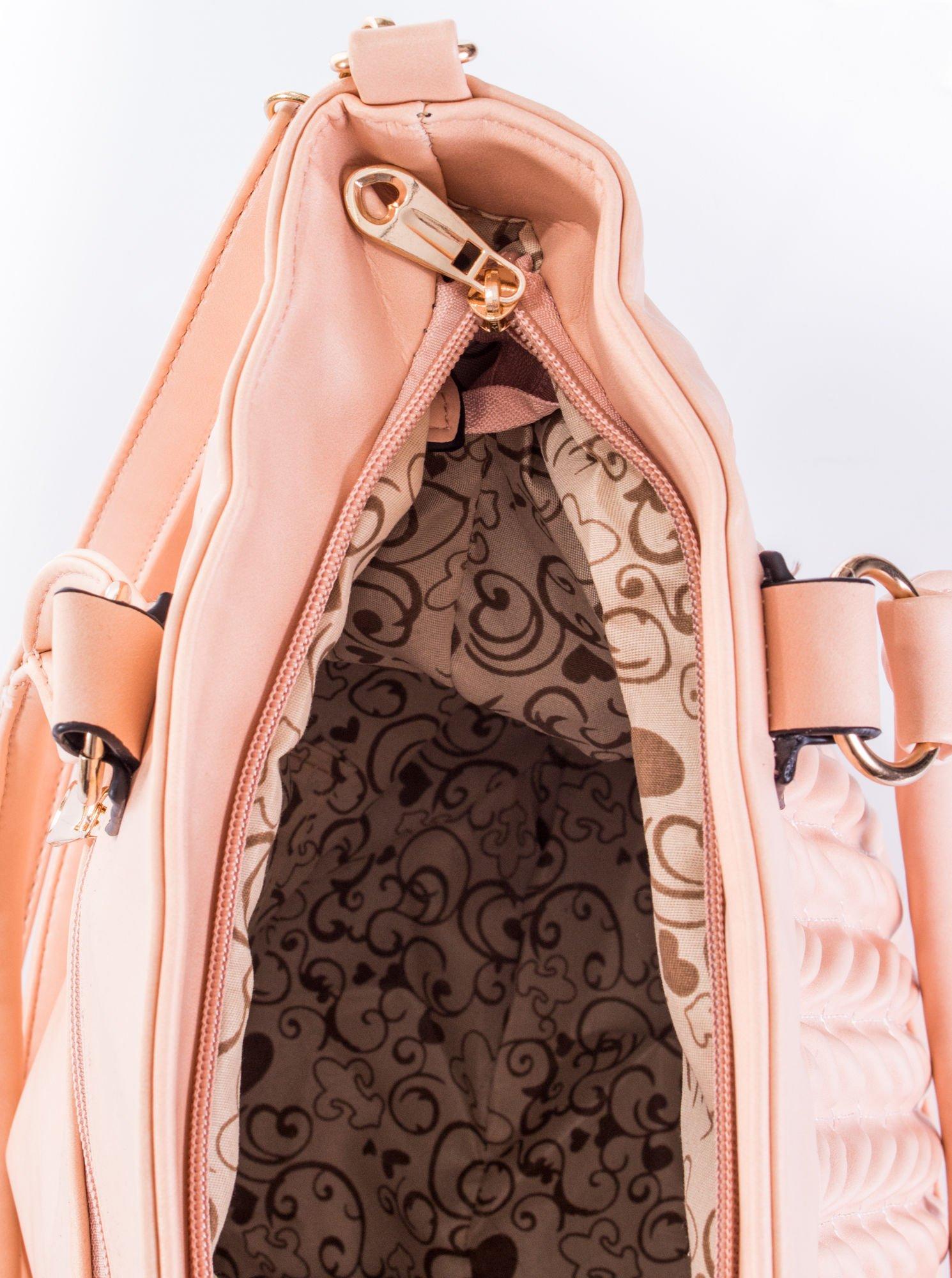 Jasnoróżowa pikowana torba na ramię                                  zdj.                                  10