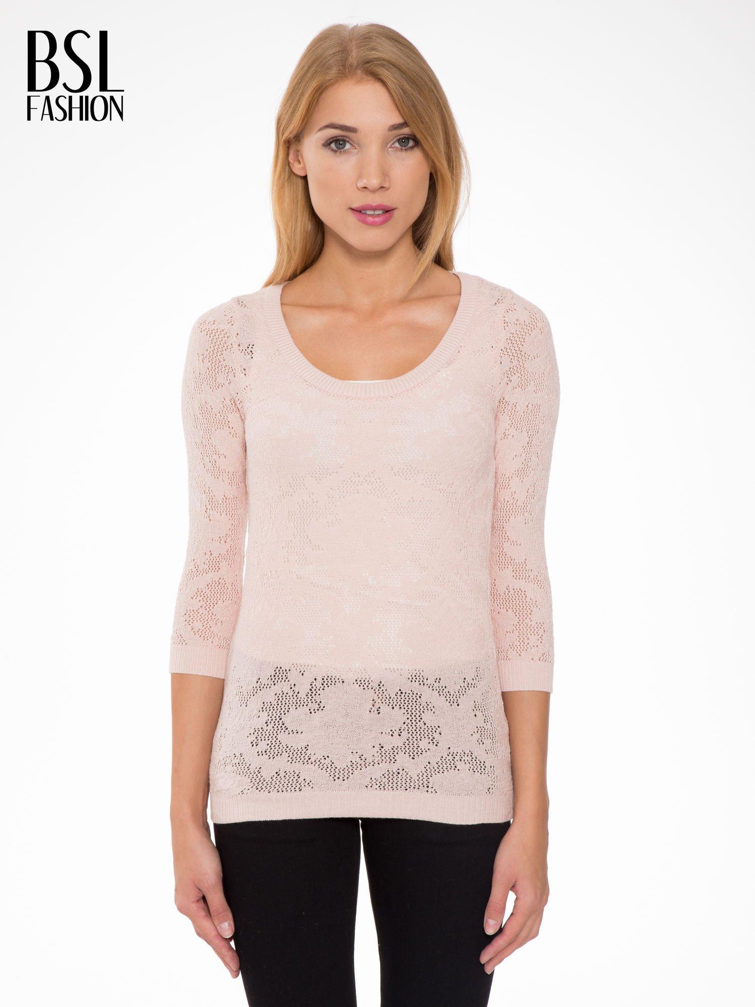 Jasnoróżowy ażurowy sweter z rękawami 3/4                                  zdj.                                  1