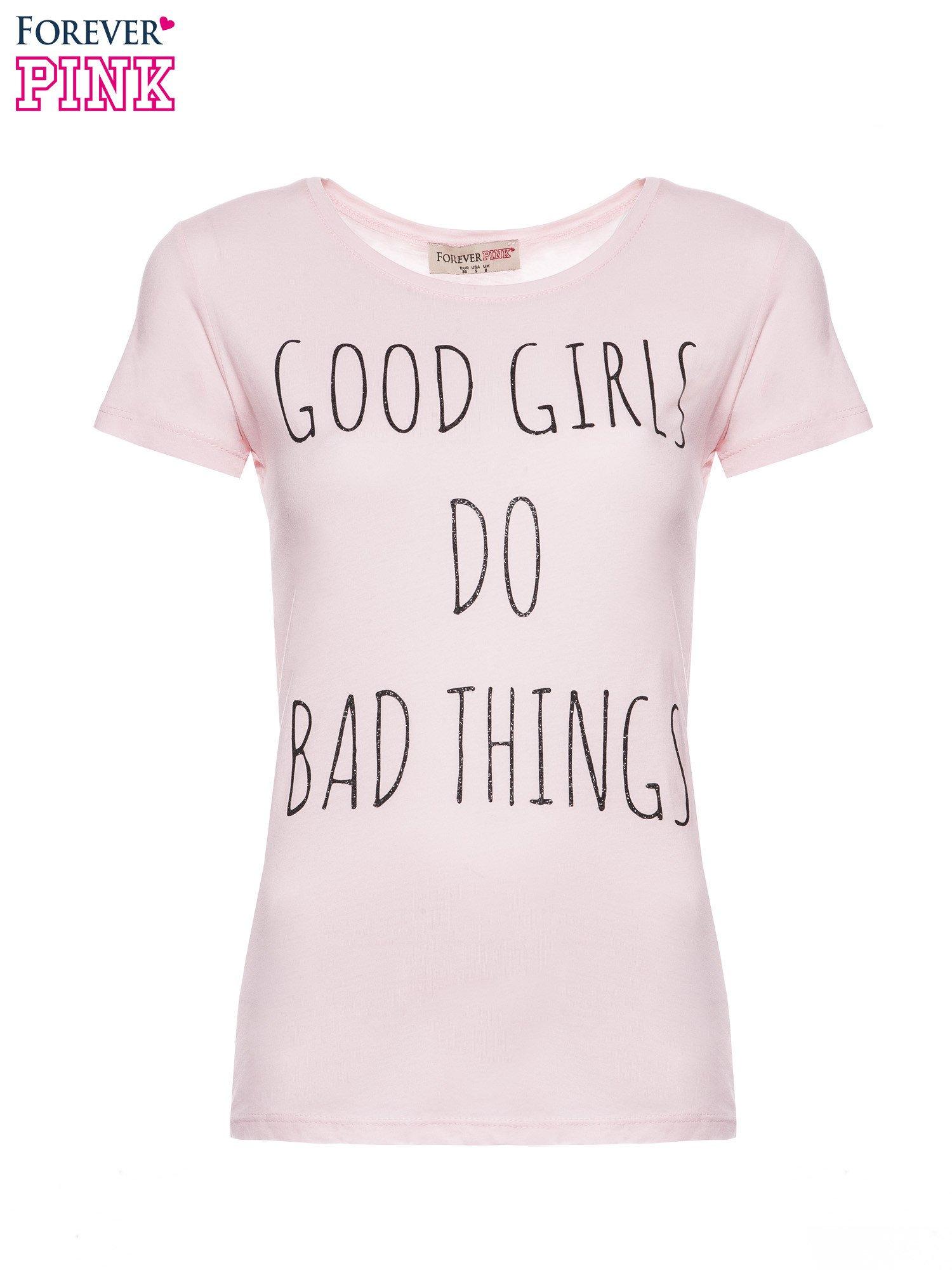 Jasnoróżowy t-shirt z nadrukiem GOOD GIRLS DO BAD THINGS                                  zdj.                                  2