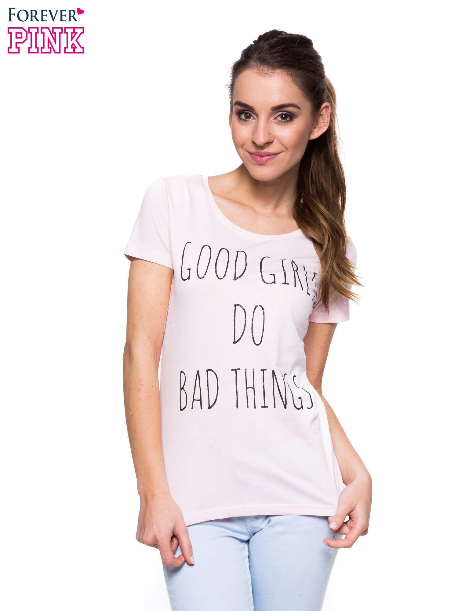 Jasnoróżowy t-shirt z nadrukiem GOOD GIRLS DO BAD THINGS                                  zdj.                                  1