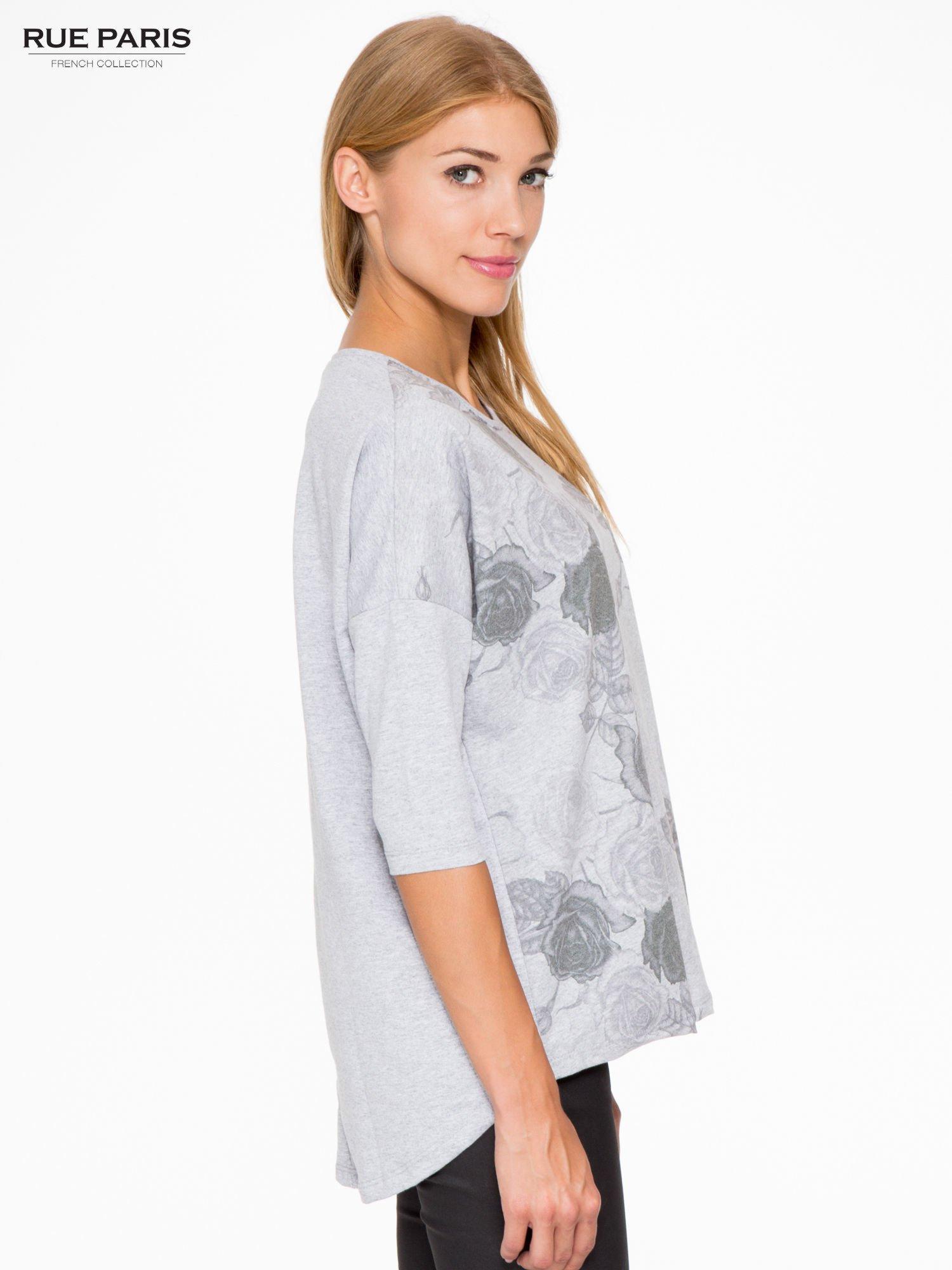 Jasnoszara bluza oversize z nadrukiem kwiatowym                                  zdj.                                  3