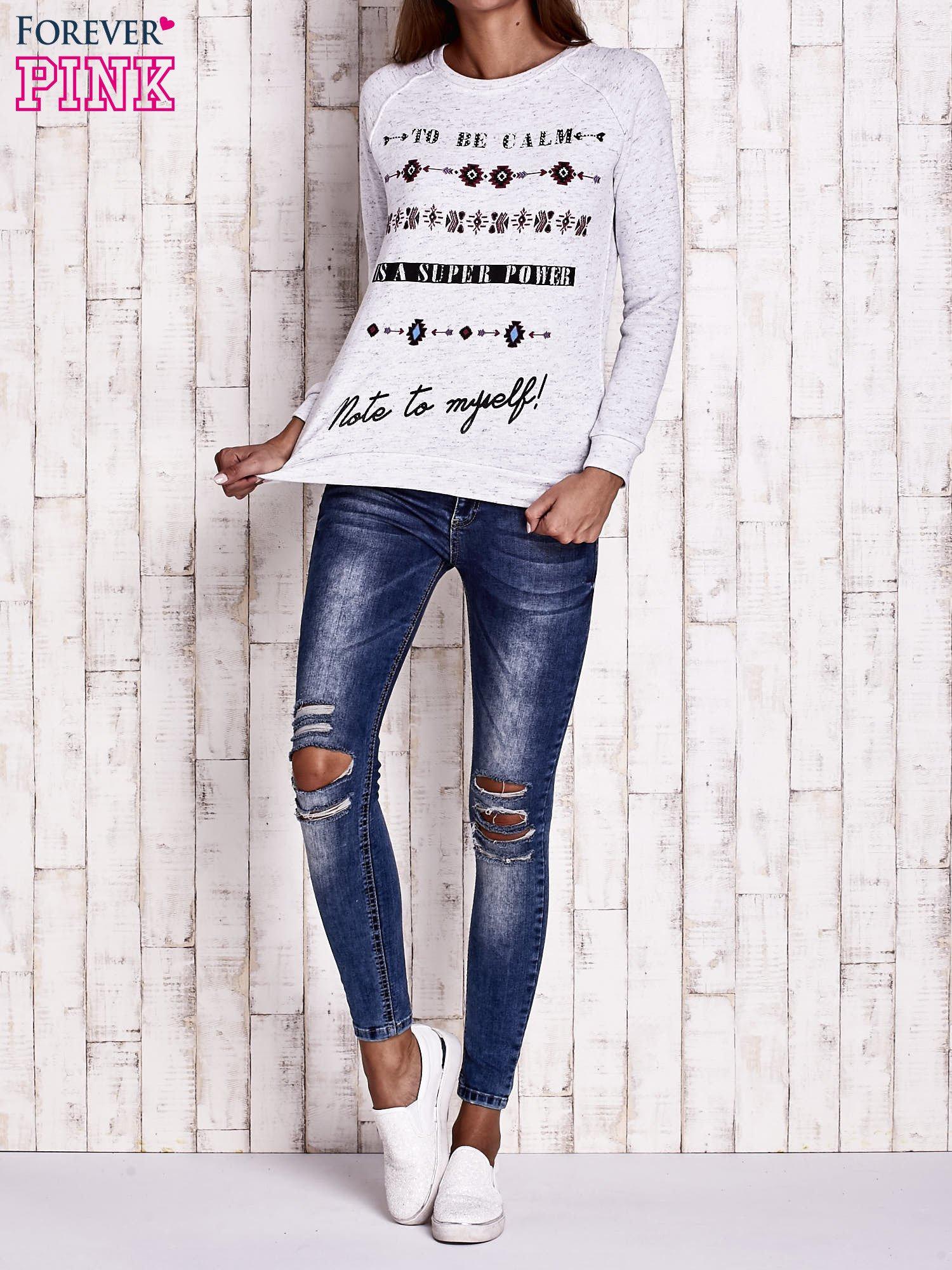 Jasnoszara bluza z napisem TO BE CALM IS A SUPER POWER                                  zdj.                                  4