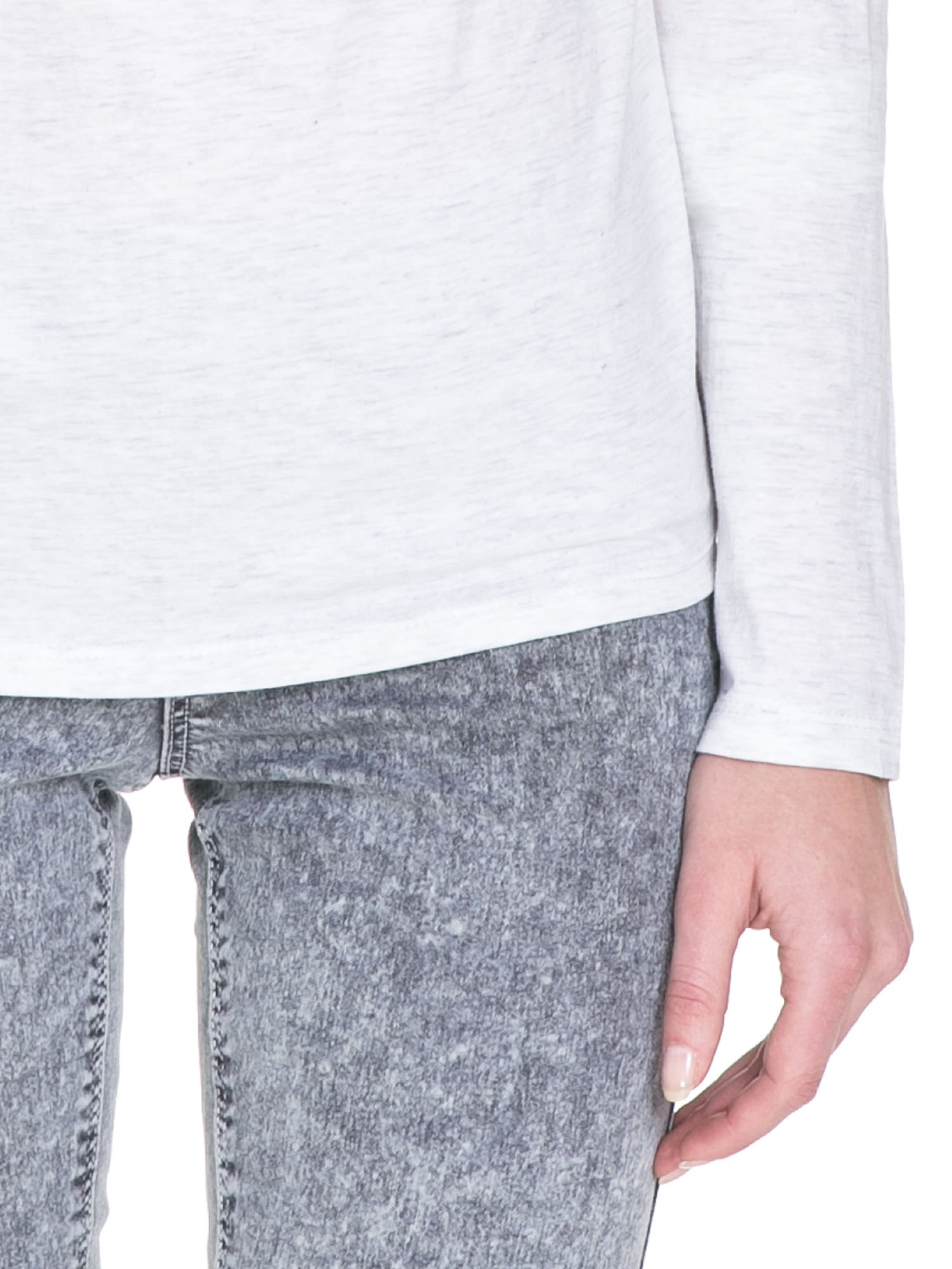 Jasnoszara melanżowa bawełniana bluzka z dekoltem typu woda                                  zdj.                                  5