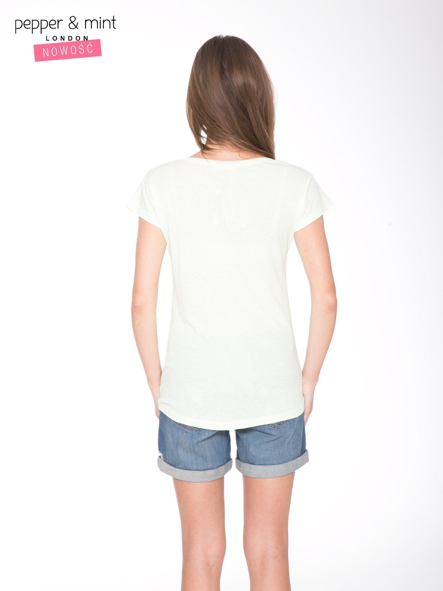 Jasnozielony t-shirt z kwiatowym nadrukiem i złotym napisem                                  zdj.                                  4