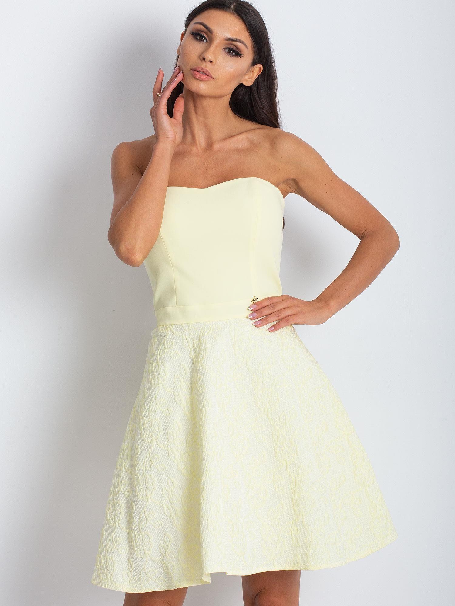 be2dbb4af3329f Jasnożółta rozkloszowana sukienka bez ramiączek - Sukienka ...