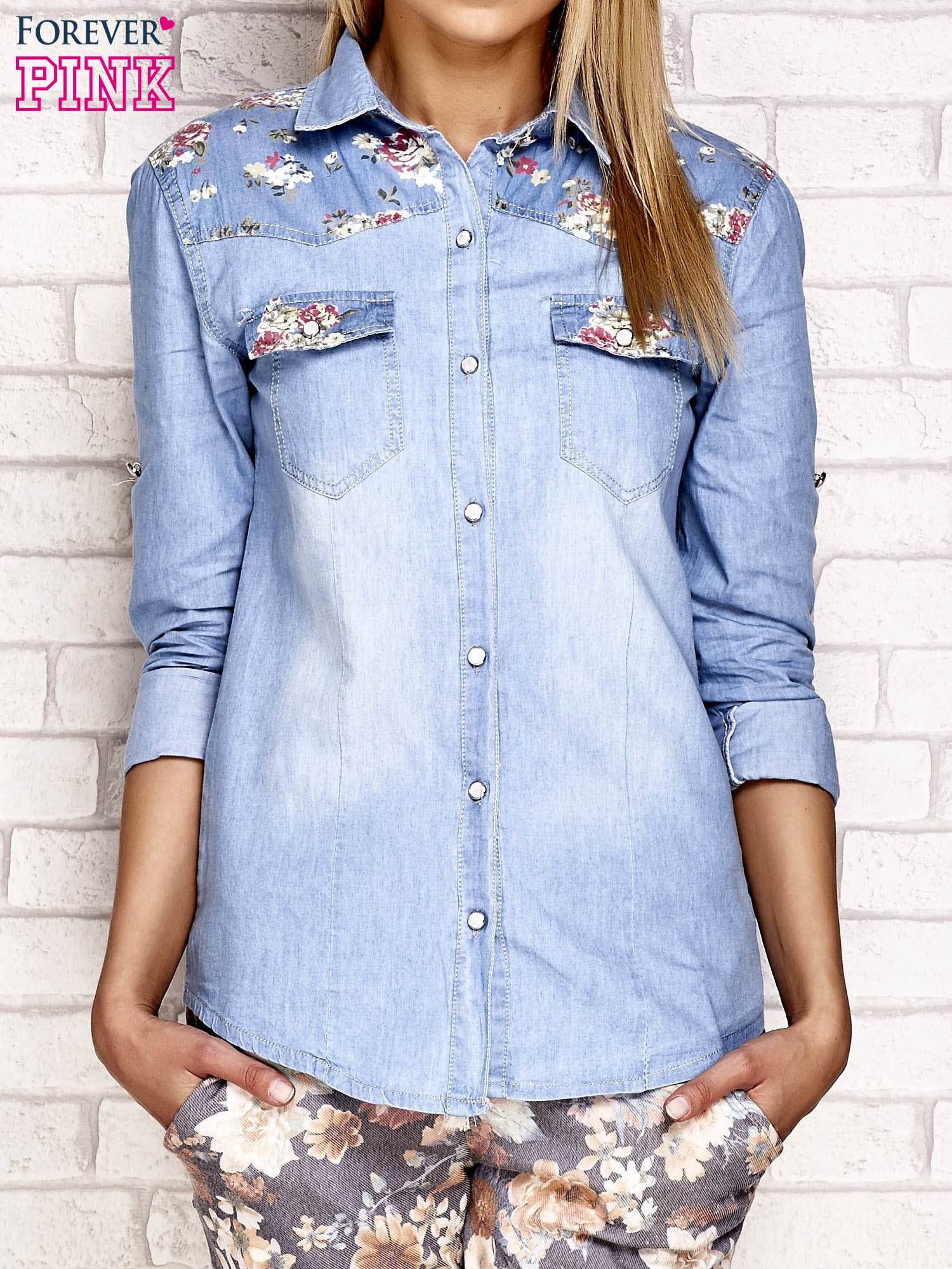 6bdf072c Jeansowa koszula z kwiatowymi wstawkami niebieska - Koszula jeansowa ...