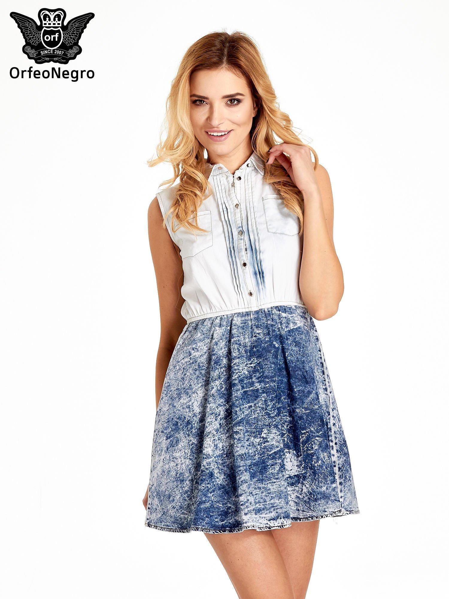 Jeansowa sukienka z efektem marmurkowym                                  zdj.                                  1