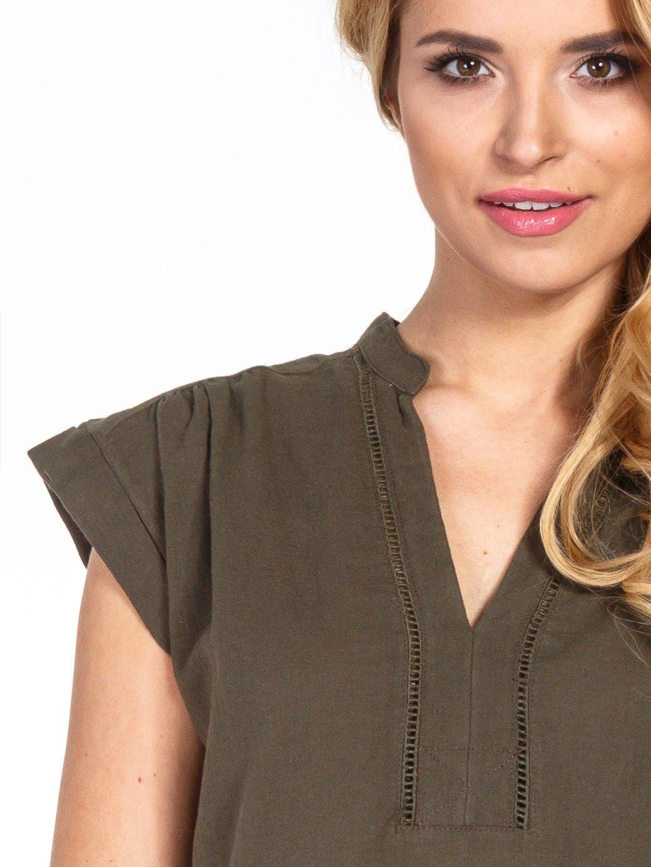 Khaki bluzka koszulowa z ażurowaniem wzdłuż dekoltu                                  zdj.                                  5