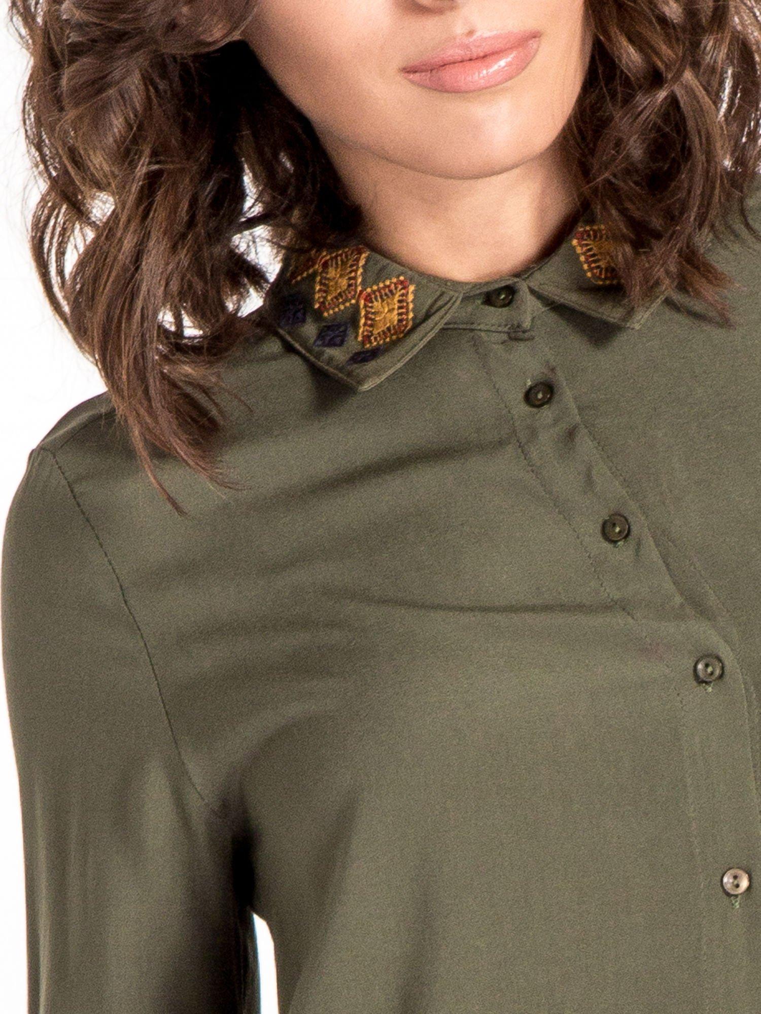 Khaki koszula z haftowanym kołnierzykiem                                  zdj.                                  5