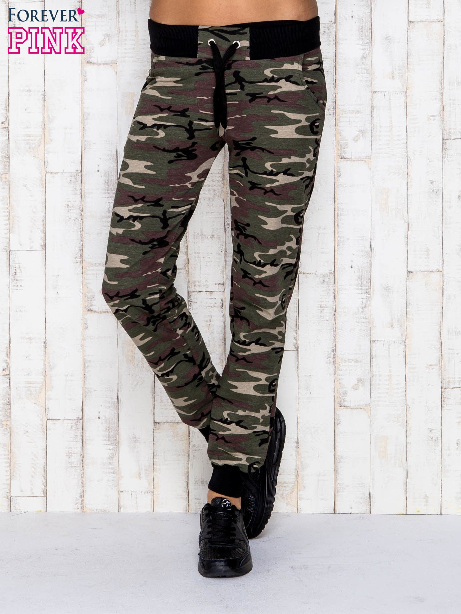 Khaki spodnie dresowe moro ze ściągaczem                                  zdj.                                  1