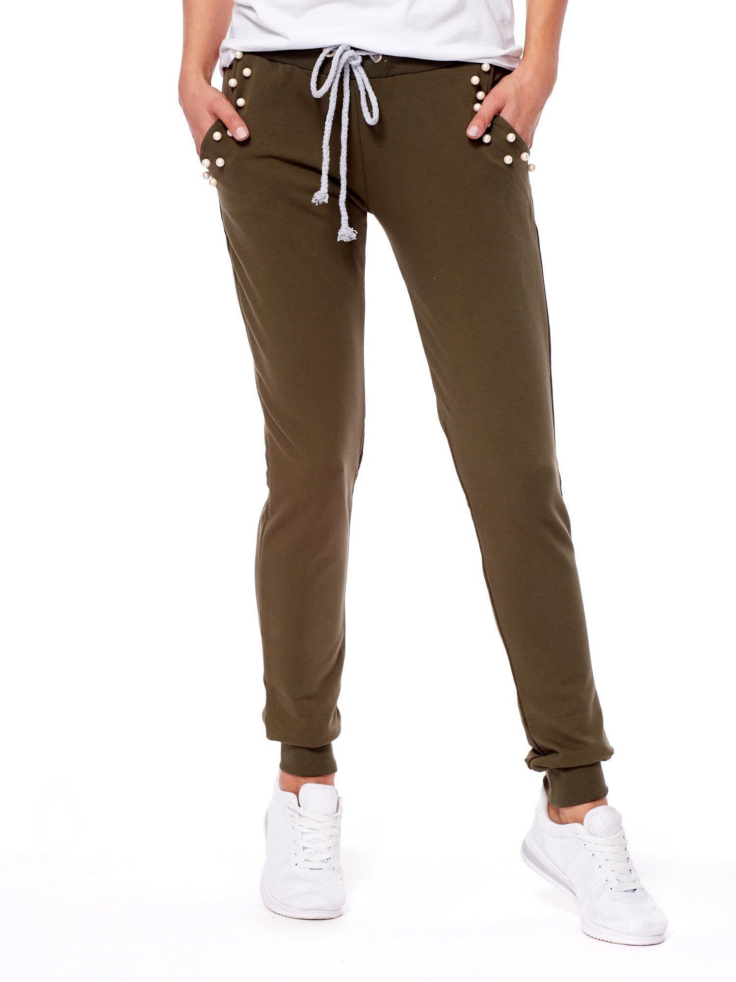Khaki spodnie dresowe ze ściągaczami i perełkami