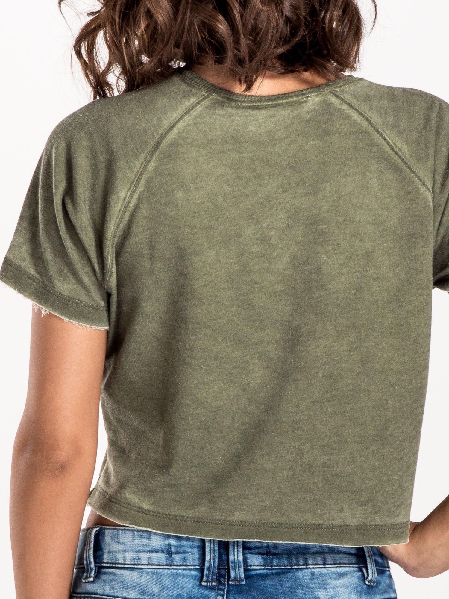 Khaki t-shirt cropped z motywem pizzy                                  zdj.                                  4