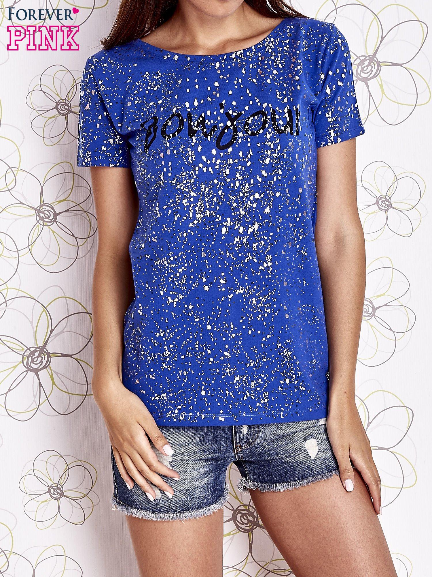 Kobaltowy t-shirt z napisem BONJOUR                                  zdj.                                  1