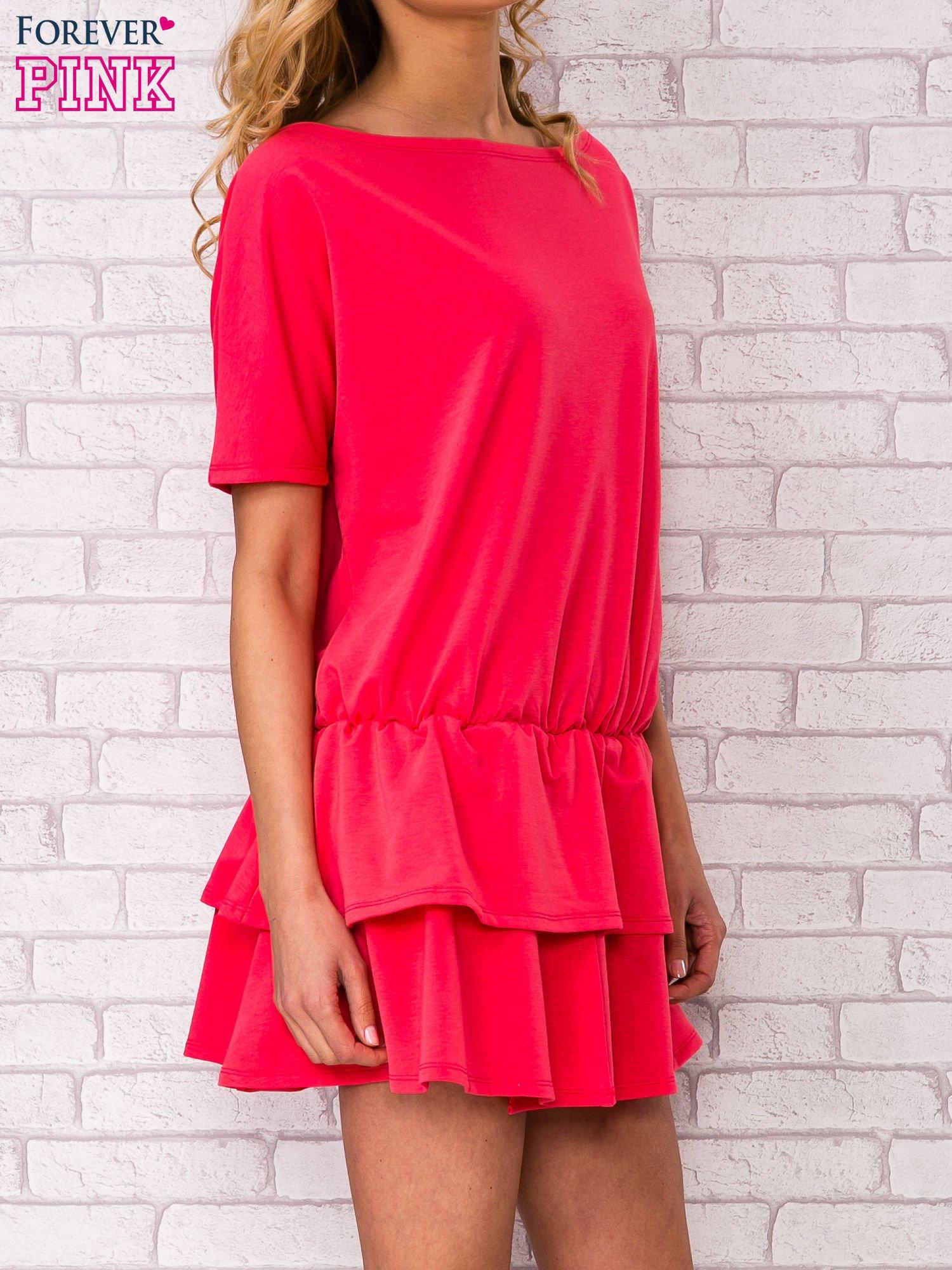 Koralowa sukienka dresowa z podwójną falbaną                                  zdj.                                  3