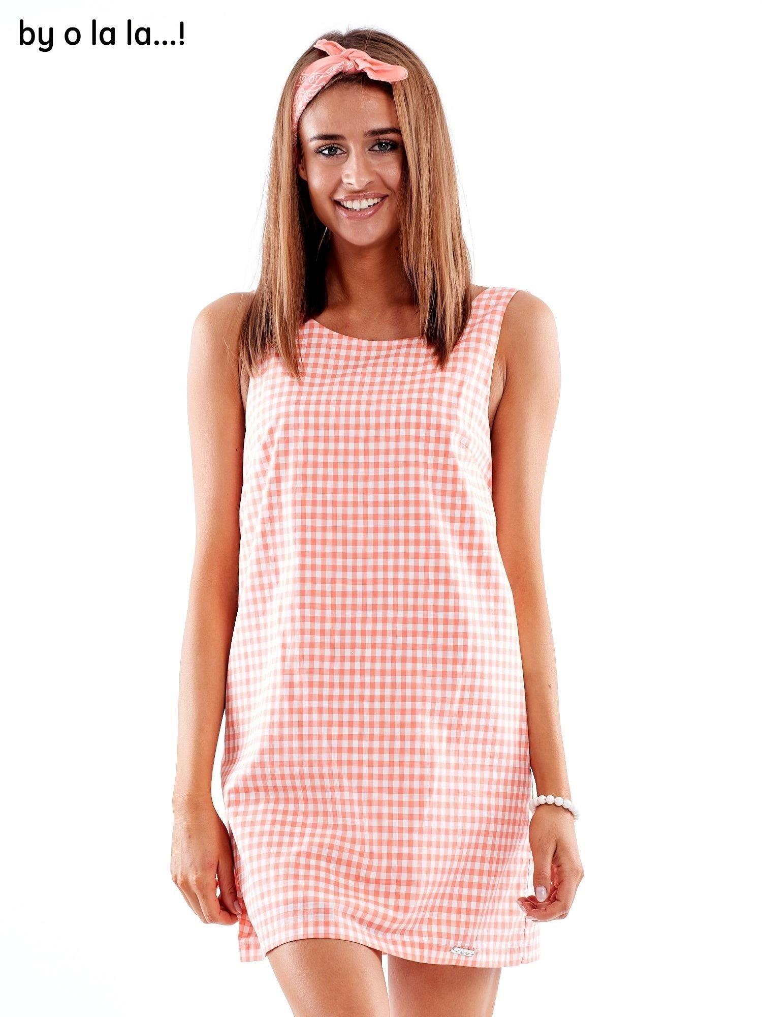 a5ef8a05c1 Koralowa sukienka w kratkę z dekoltem na plecach BY O LA LA - Sukienka  dopasowana - sklep eButik.pl