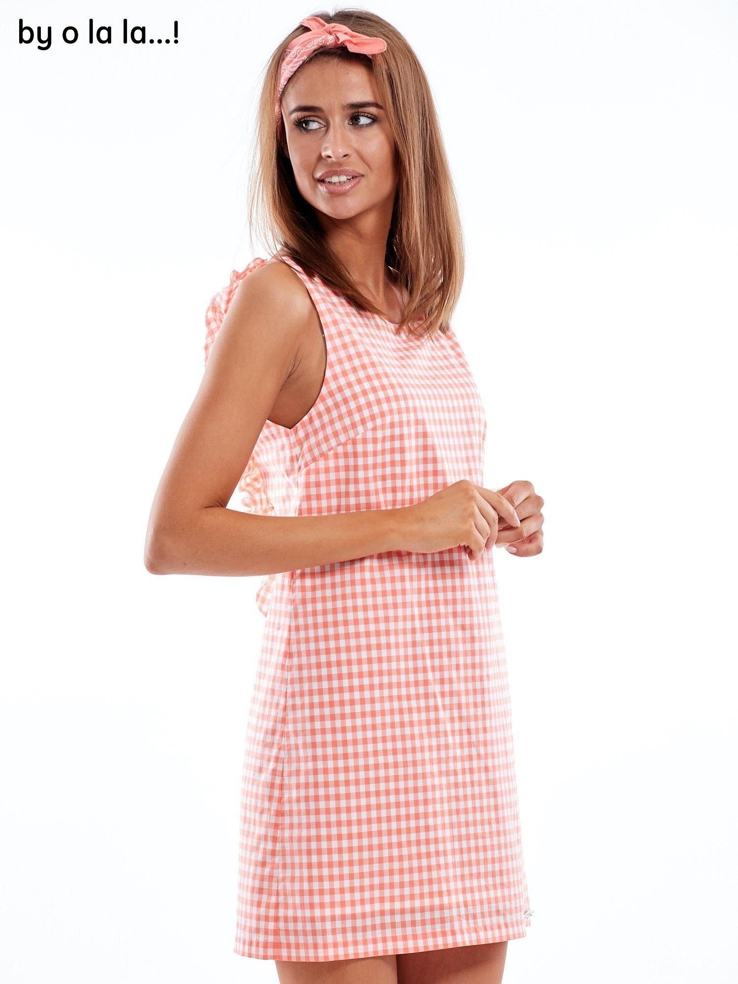 ddcddc2a92 4 · Koralowa sukienka w kratkę z dekoltem na plecach BY O LA LA ...