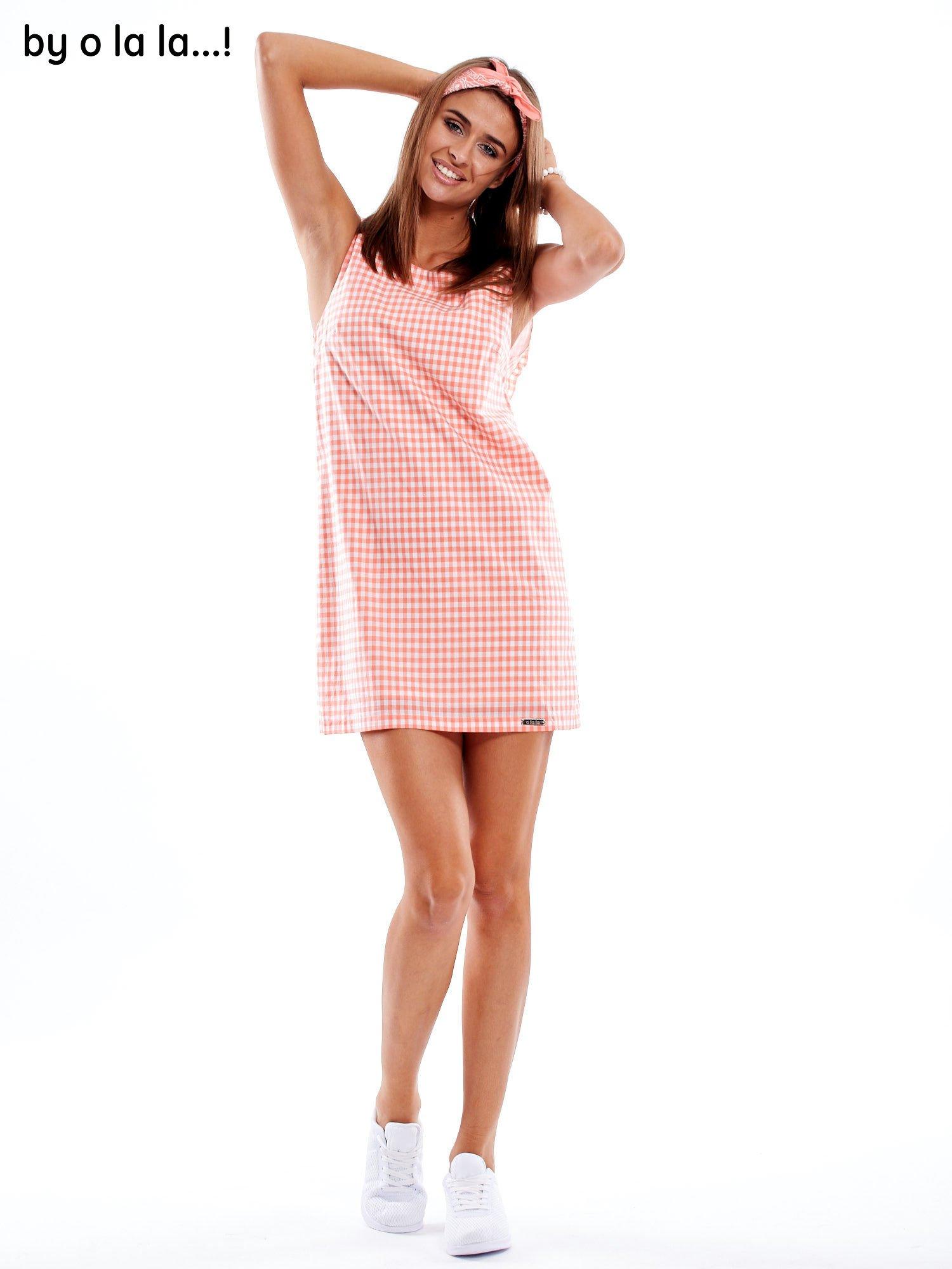 28a2637705 6 · Koralowa sukienka w kratkę z dekoltem na plecach BY O LA LA ...